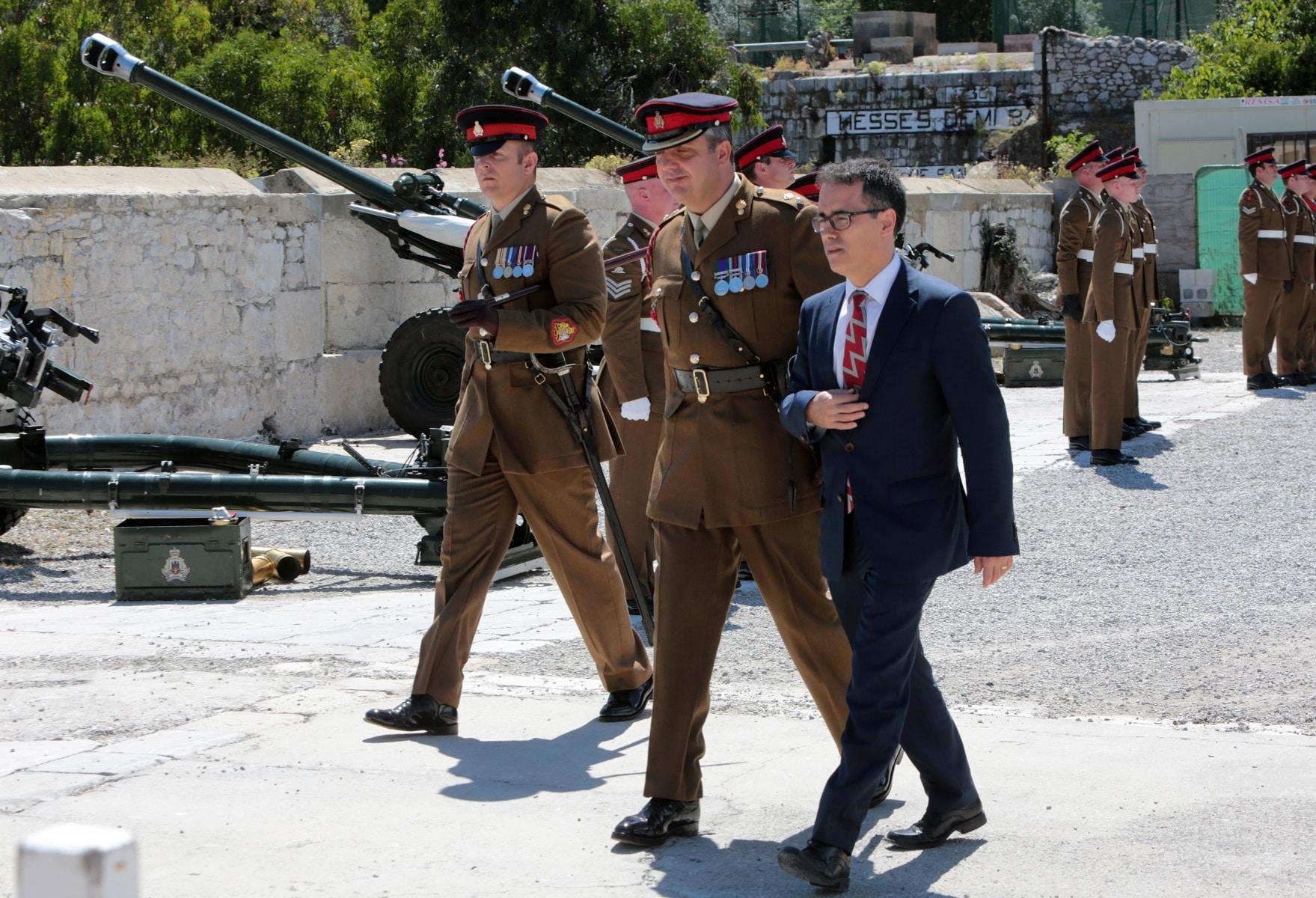 2-jun-2016-salvas-en-gibraltar-honor-al-aniversario-de-coronacin-de-la-reina_26810216343_o