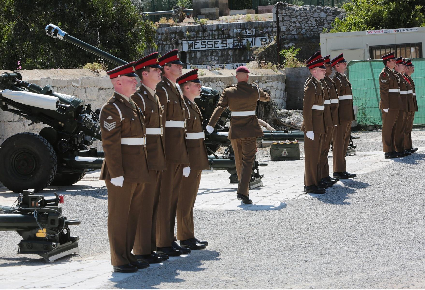 2-jun-2016-salvas-en-gibraltar-honor-al-aniversario-de-coronacin-de-la-reina_27383403676_o