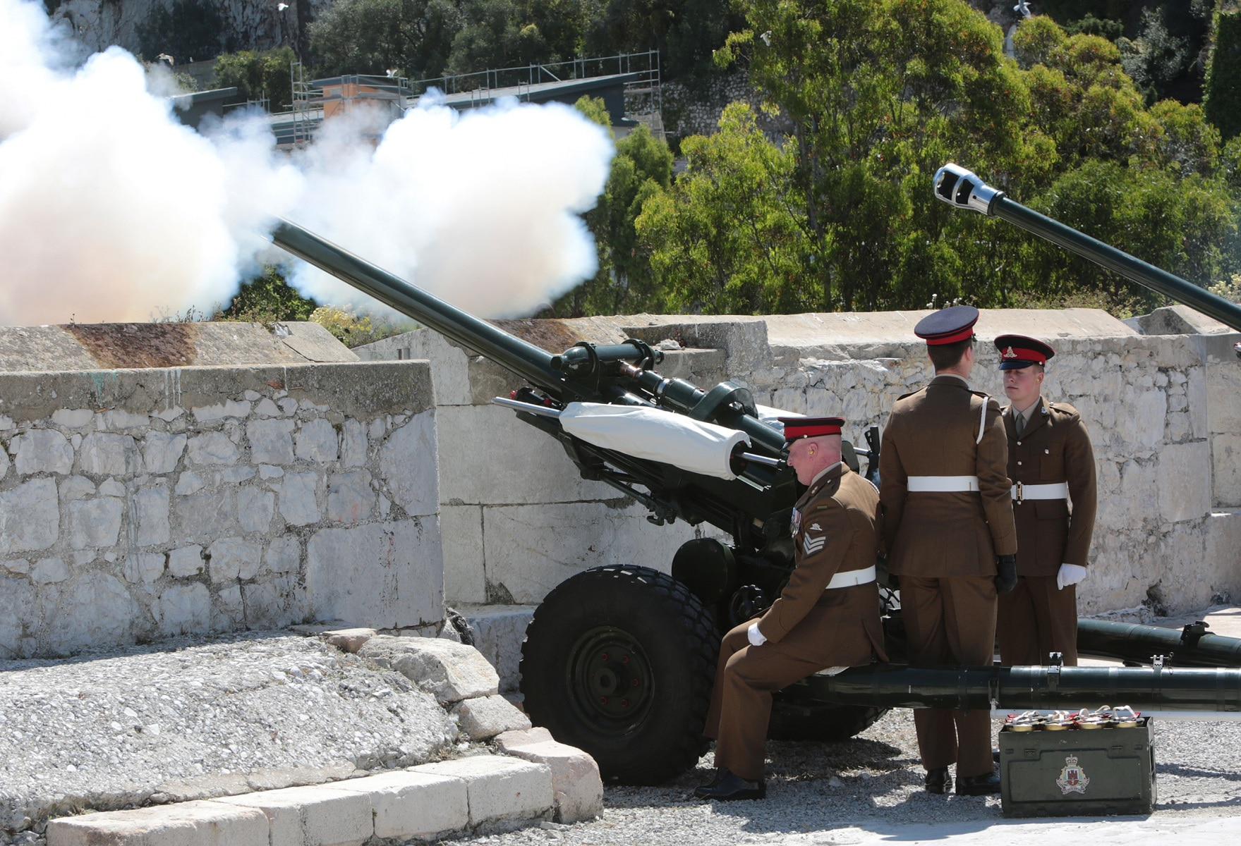 2-jun-2016-salvas-en-gibraltar-honor-al-aniversario-de-coronacin-de-la-reina_27417181165_o