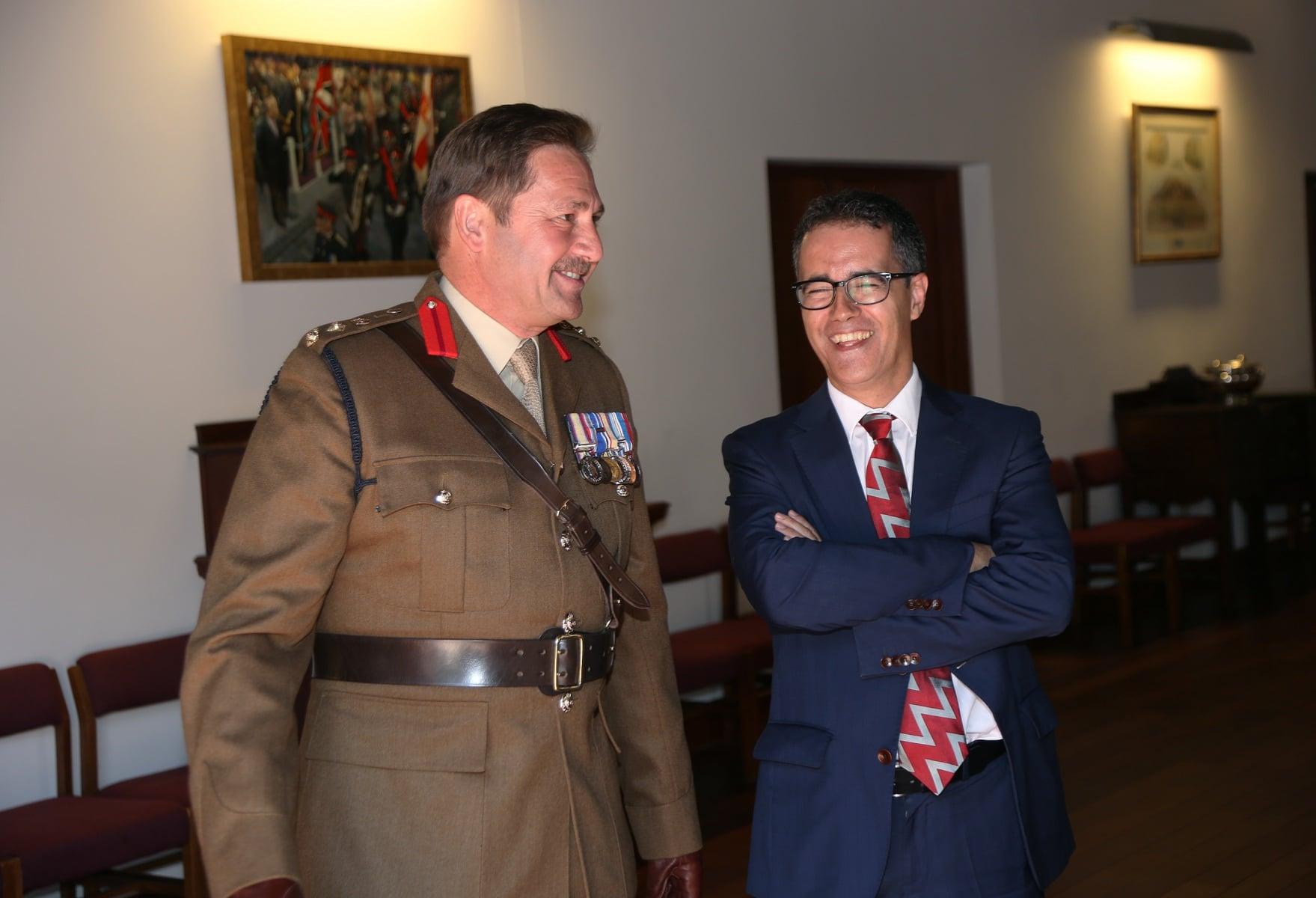 2-jun-2016-salvas-en-gibraltar-honor-al-aniversario-de-coronacin-de-la-reina_27417184165_o