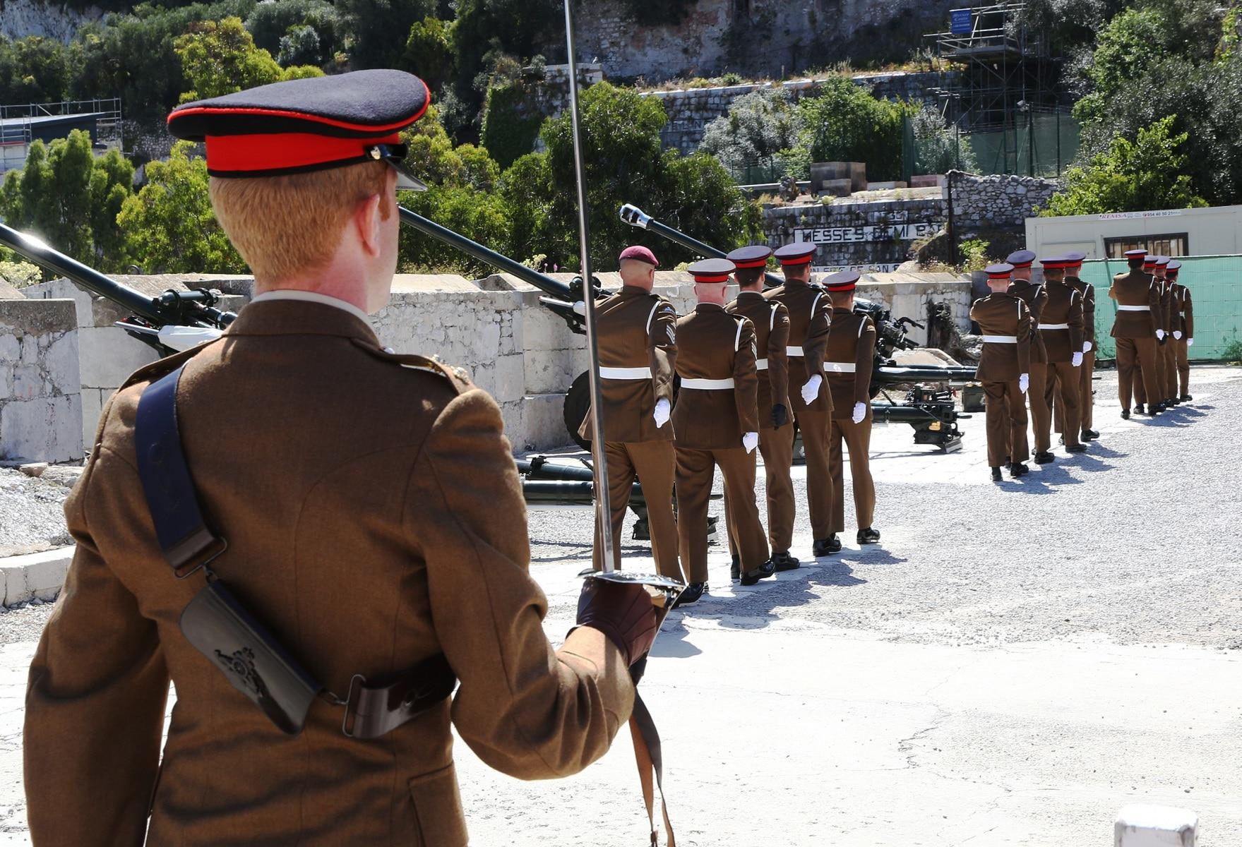 2-jun-2016-salvas-en-gibraltar-honor-al-aniversario-de-coronacin-de-la-reina_27417187335_o