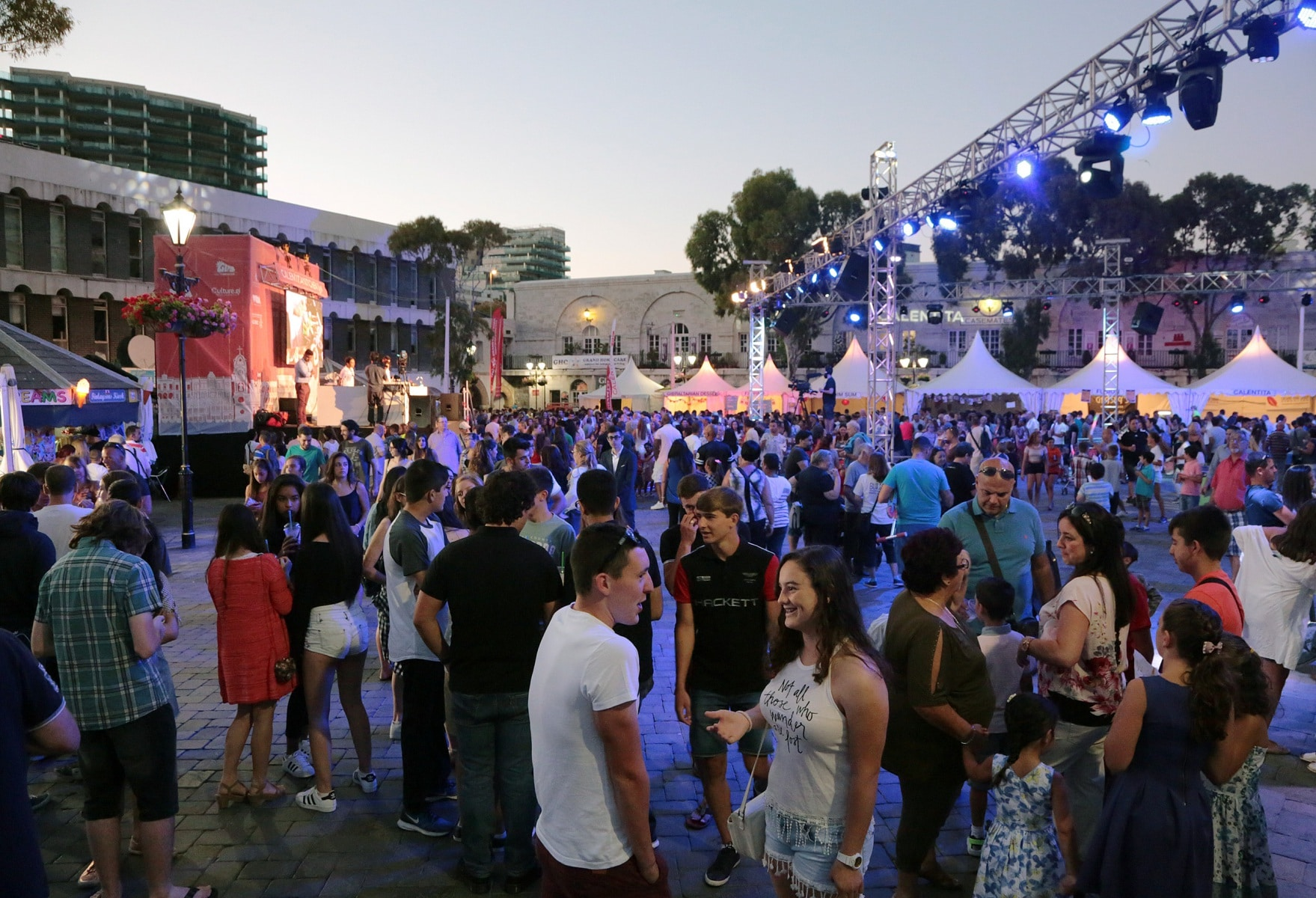 18-jun-2016-noche-de-la-calentita-en-gibraltar_27799730216_o