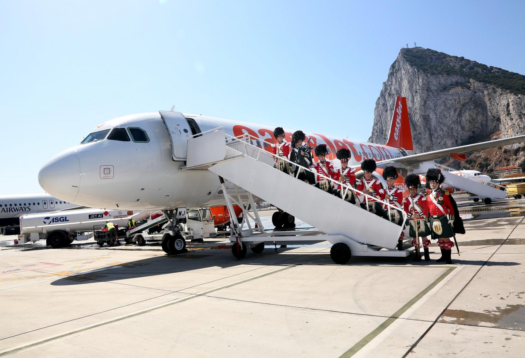 nueva-ruta-area-gibraltar-manchester_27801424880_o