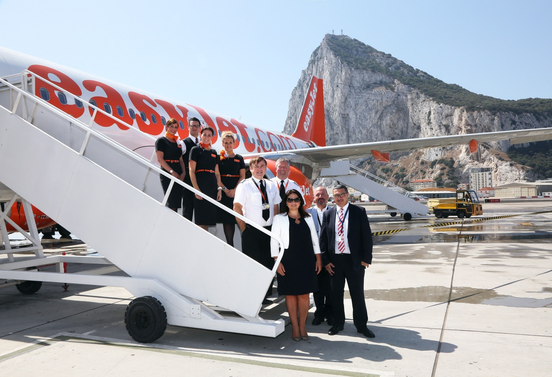 nueva-ruta-area-gibraltar-manchester_27801440780_o