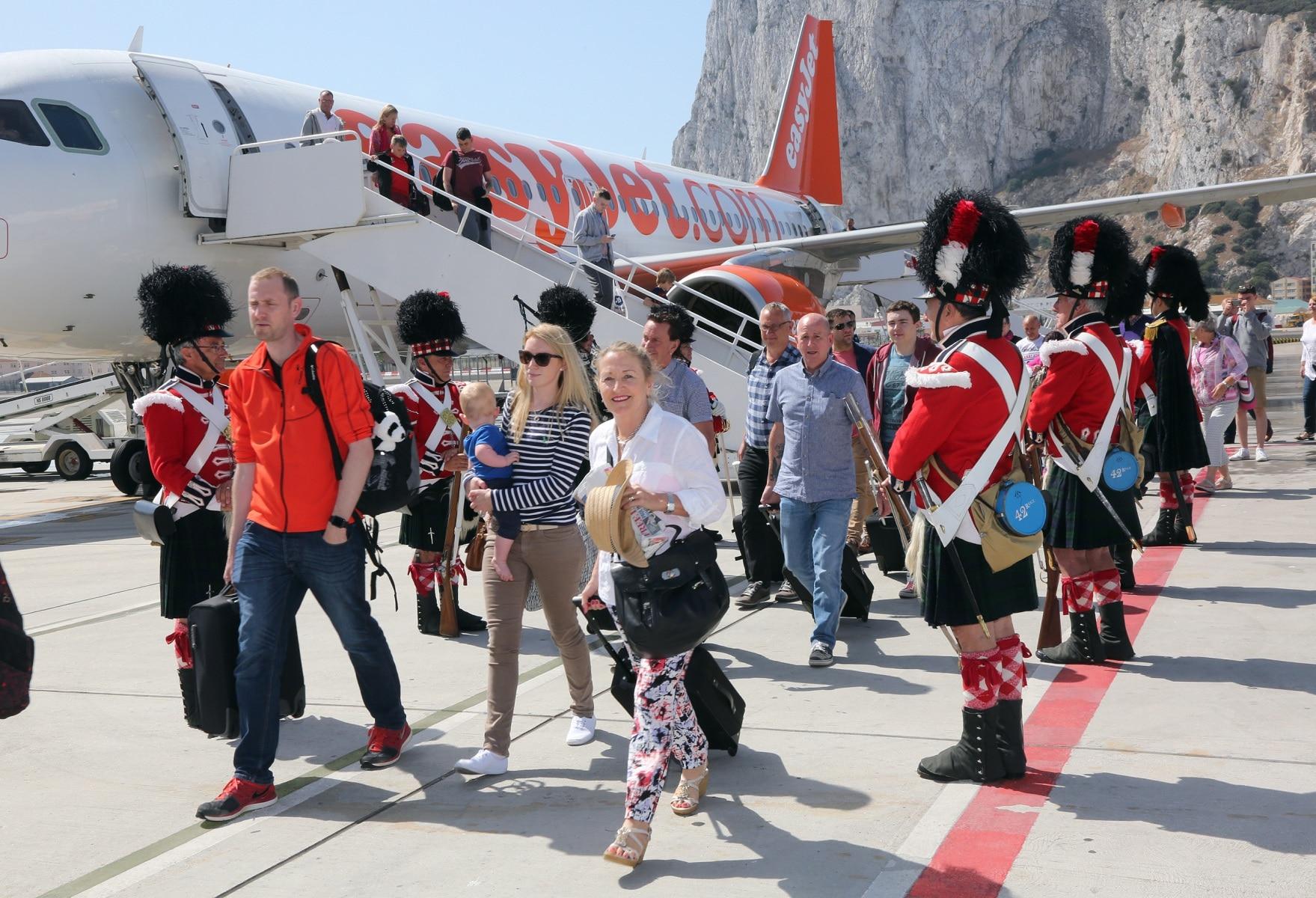 nueva-ruta-area-gibraltar-manchester_27801494020_o