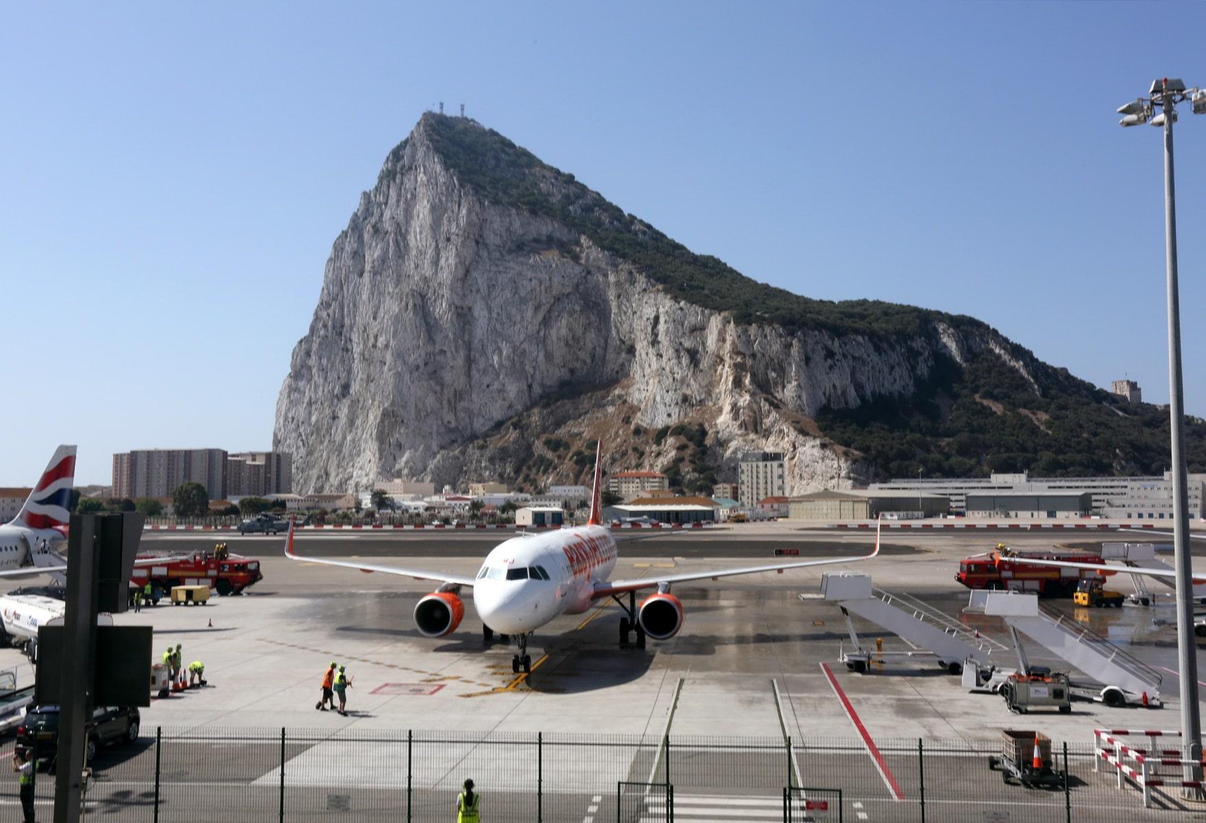 nueva-ruta-area-gibraltar-manchester_28004537101_o