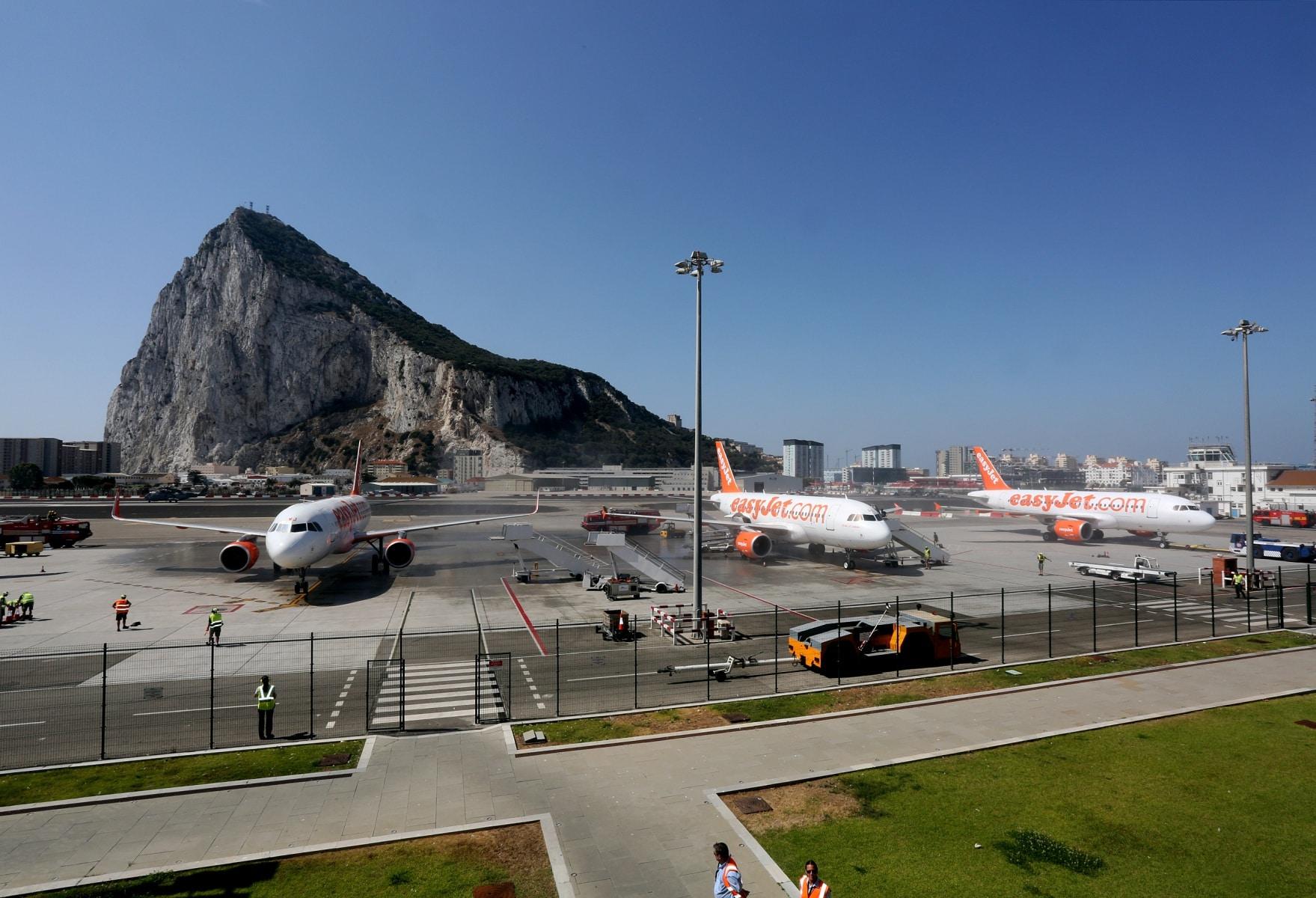 nueva-ruta-area-gibraltar-manchester_28004539131_o