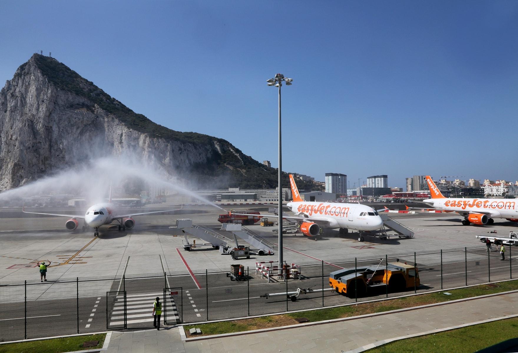 nueva-ruta-area-gibraltar-manchester_28004546131_o