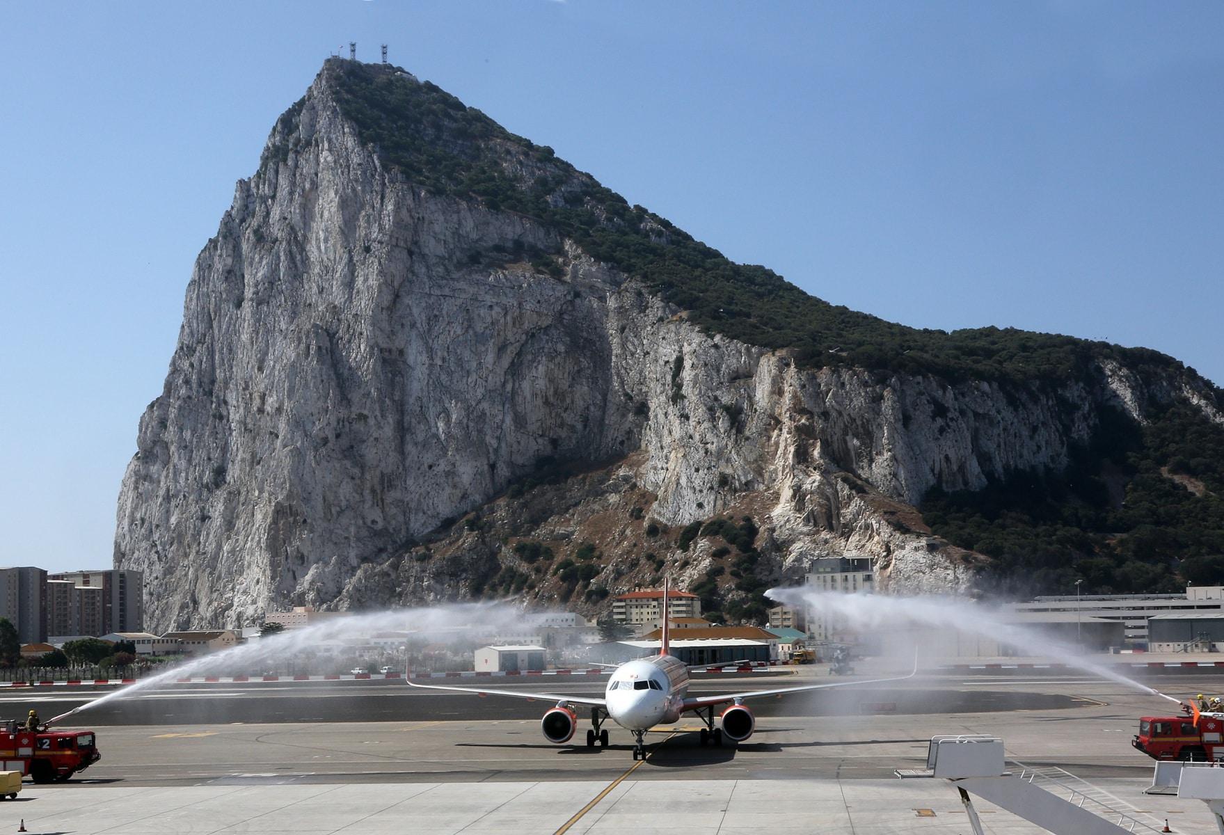 nueva-ruta-area-gibraltar-manchester_28004569021_o