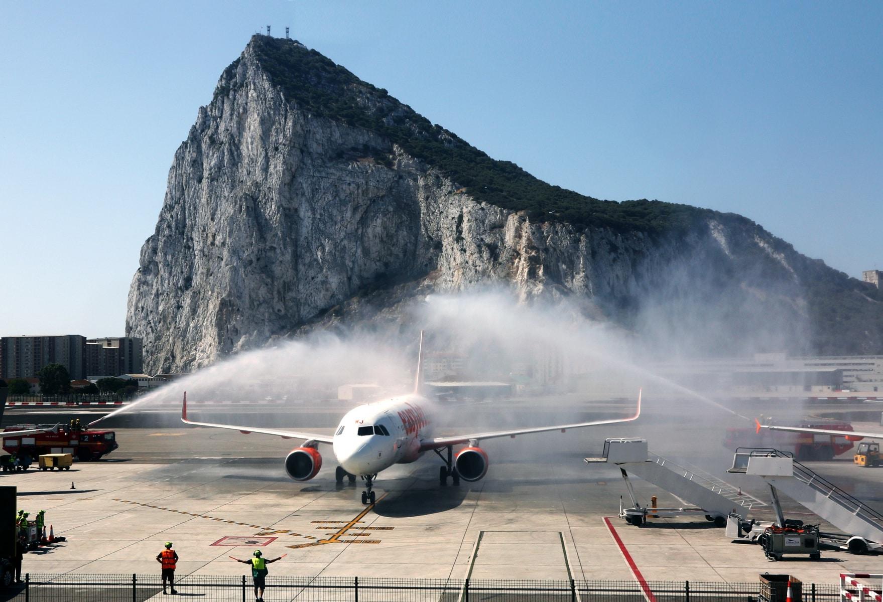 nueva-ruta-area-gibraltar-manchester_28048206996_o