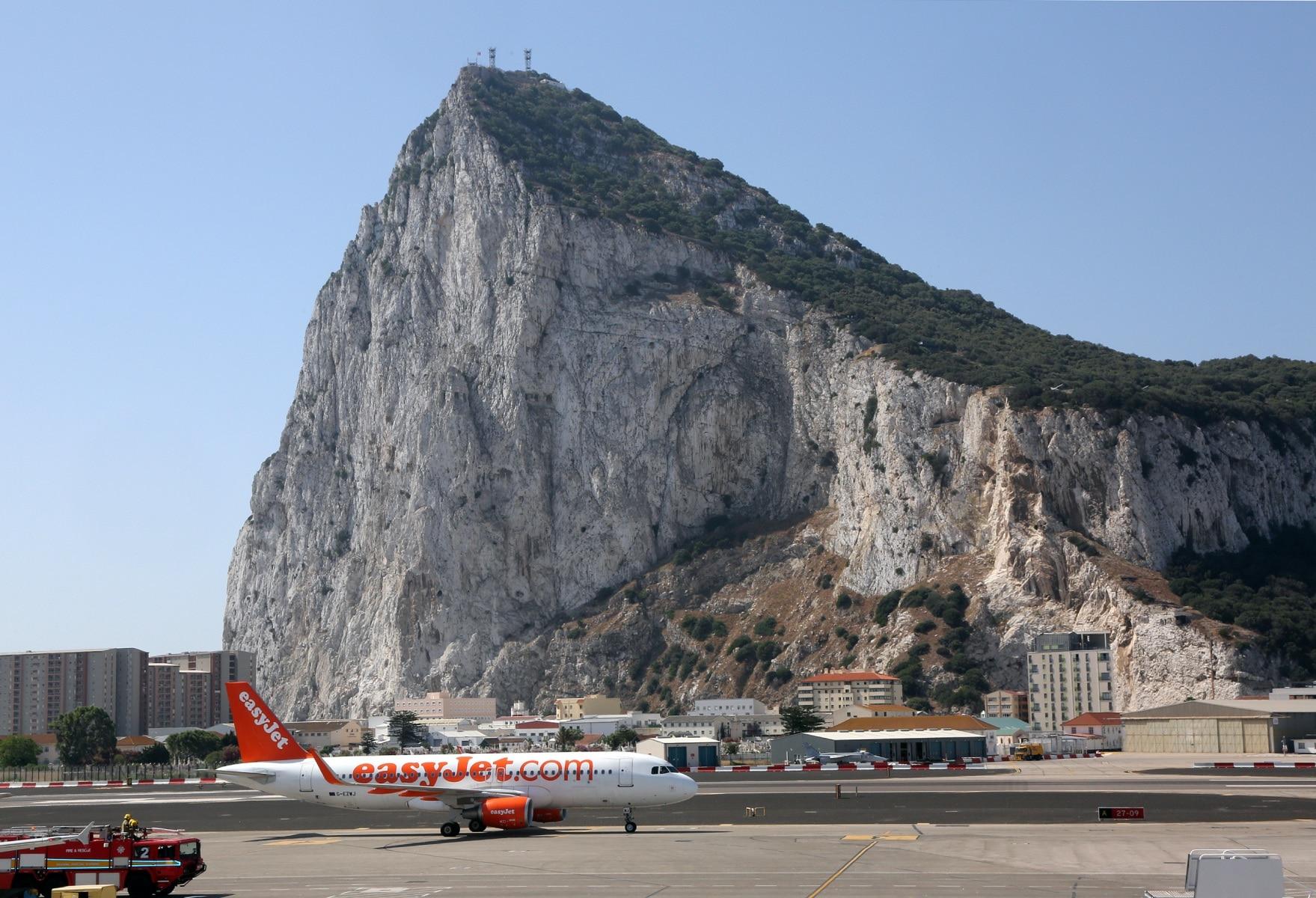 nueva-ruta-area-gibraltar-manchester_28048225586_o