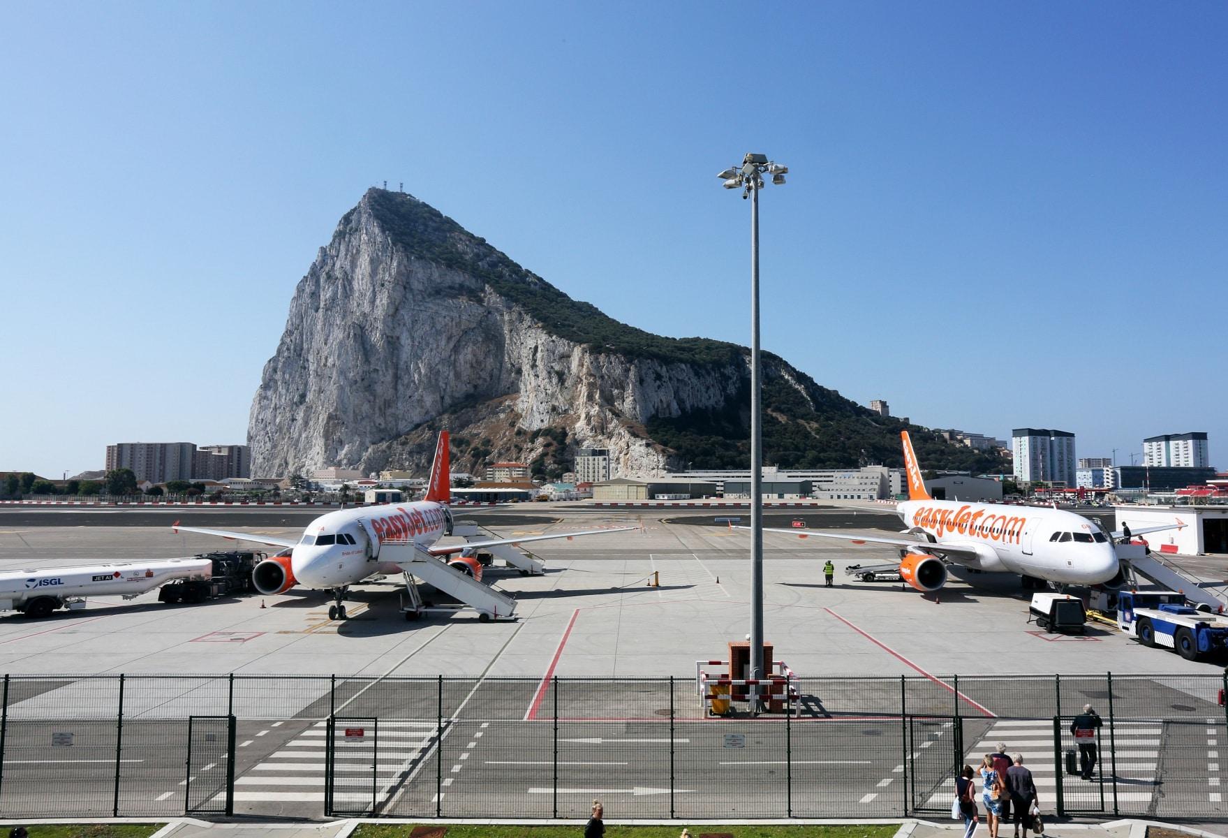 nueva-ruta-area-gibraltar-manchester_28048272766_o