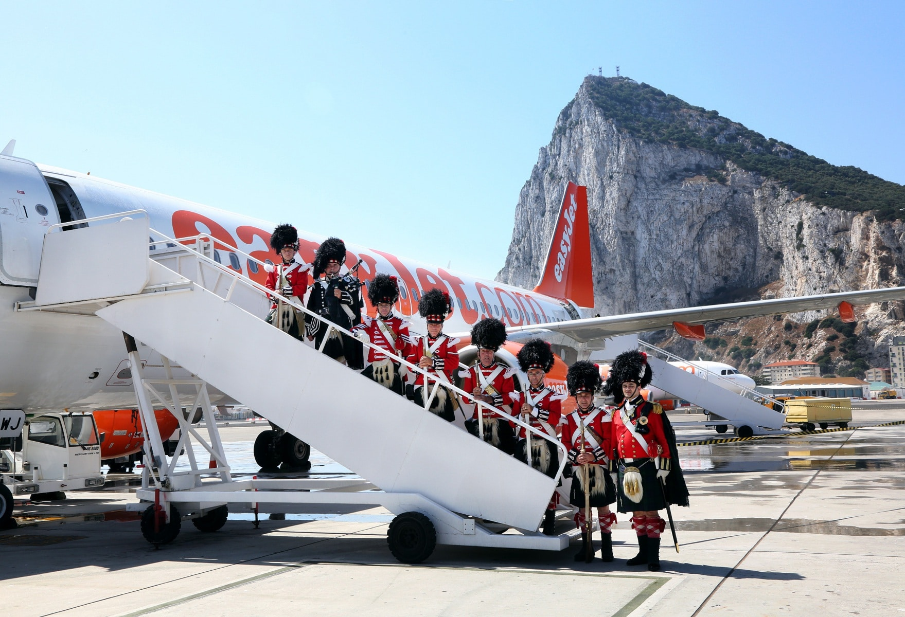 nueva-ruta-area-gibraltar-manchester_28082078065_o