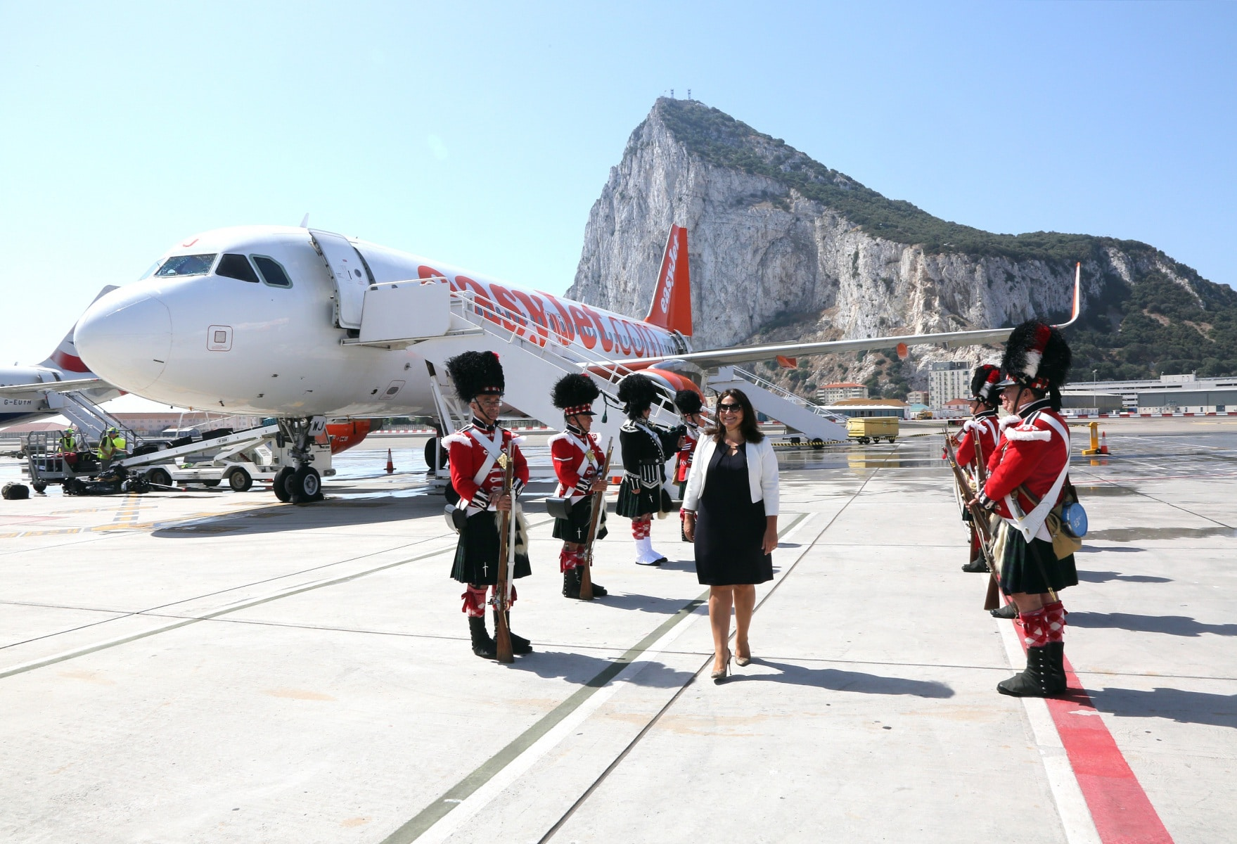 nueva-ruta-area-gibraltar-manchester_28082129415_o