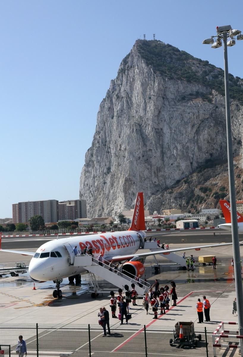 nueva-ruta-area-gibraltar-manchester_28082174085_o
