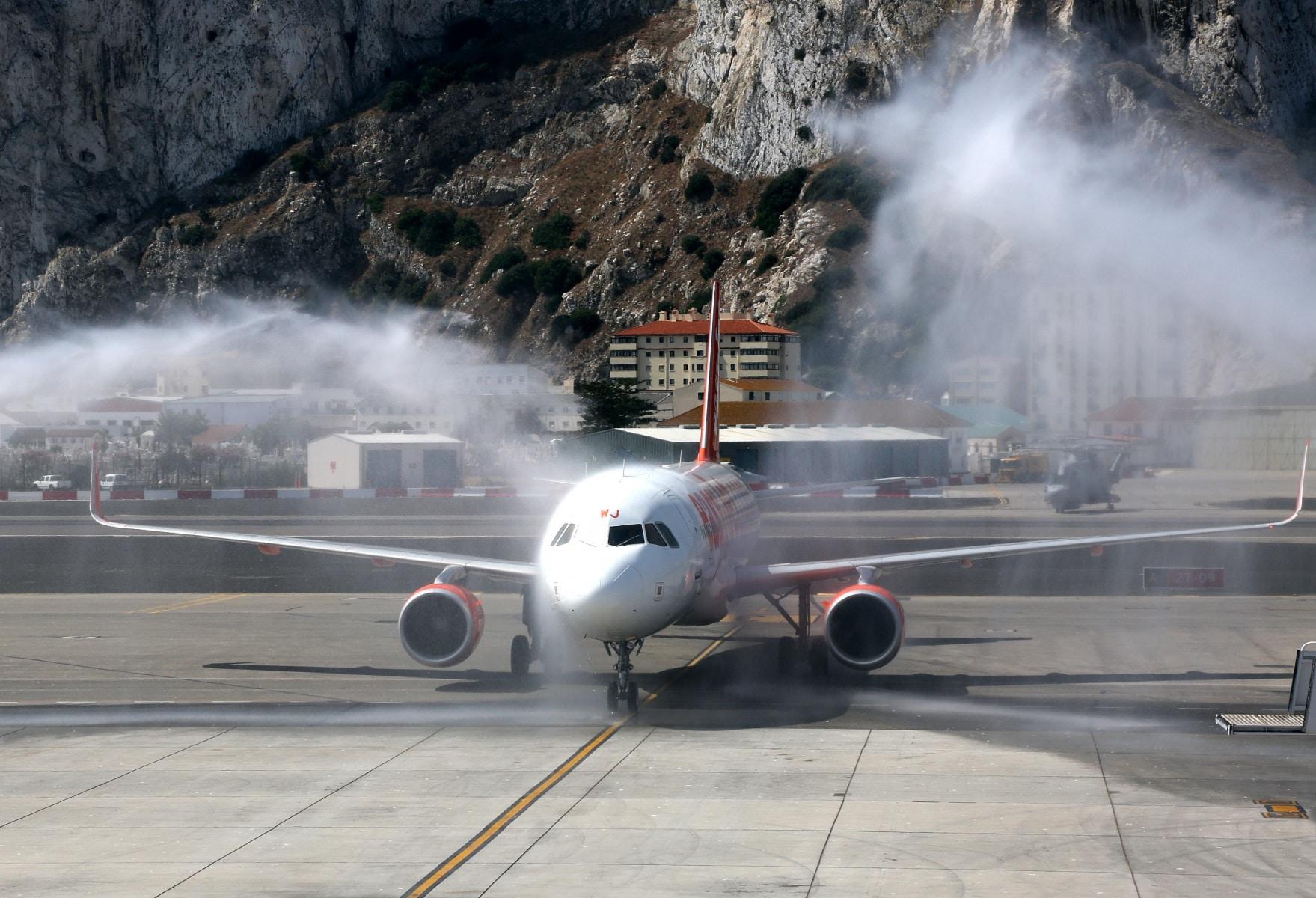 nueva-ruta-area-gibraltar-manchester_28082215715_o
