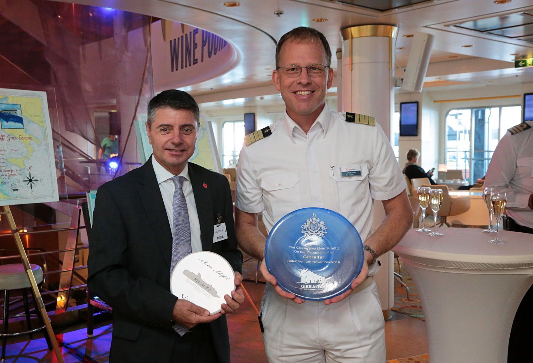 12-de-noviembre-de-2016-visita-del-ministro-licudi-al-mein-schiff-12_30874586331_o