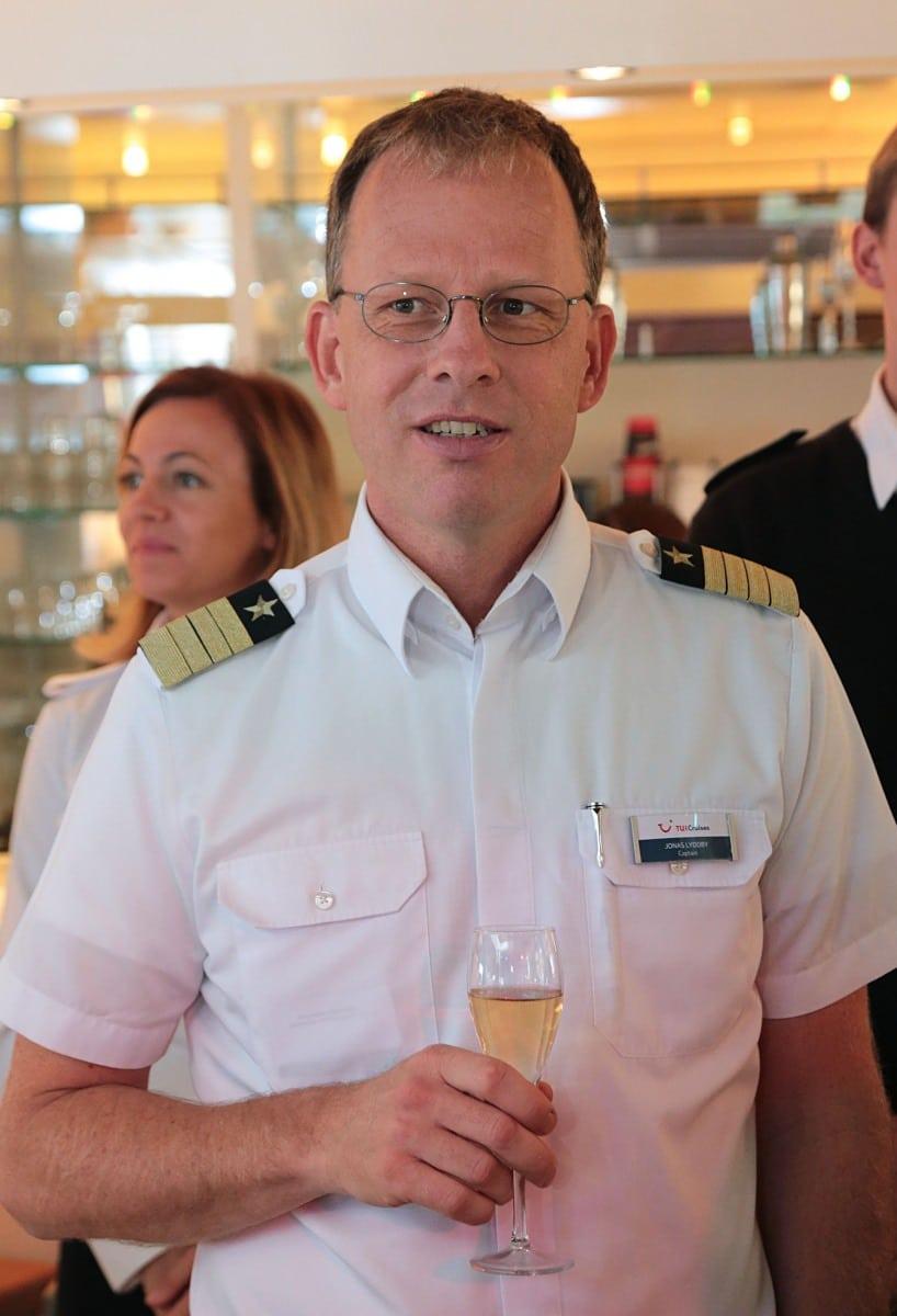 12-de-noviembre-de-2016-visita-del-ministro-licudi-al-mein-schiff-24_30874578231_o