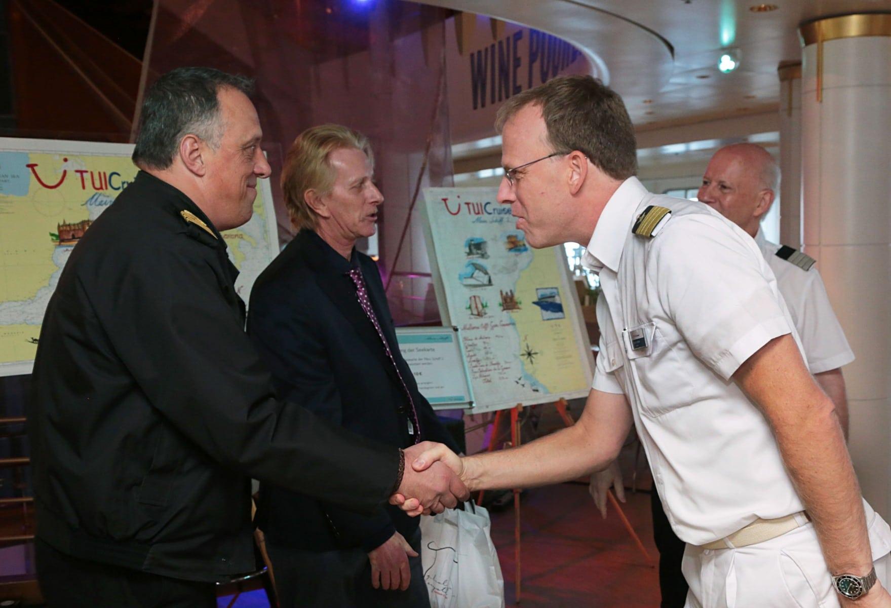 12-de-noviembre-de-2016-visita-del-ministro-licudi-al-mein-schiff-55_30846362382_o