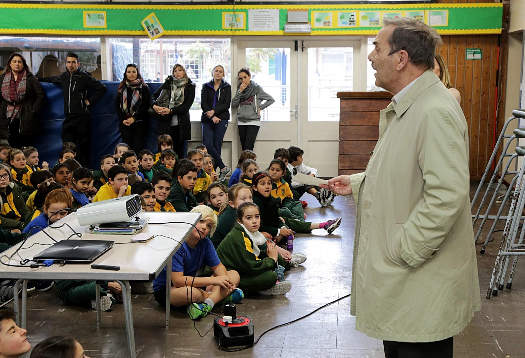 27-ene-17-alumnos-de-la-escuela-obispo-fitzgerald-de-gibraltar-conmemoran-el-holocausto_31710468314_o