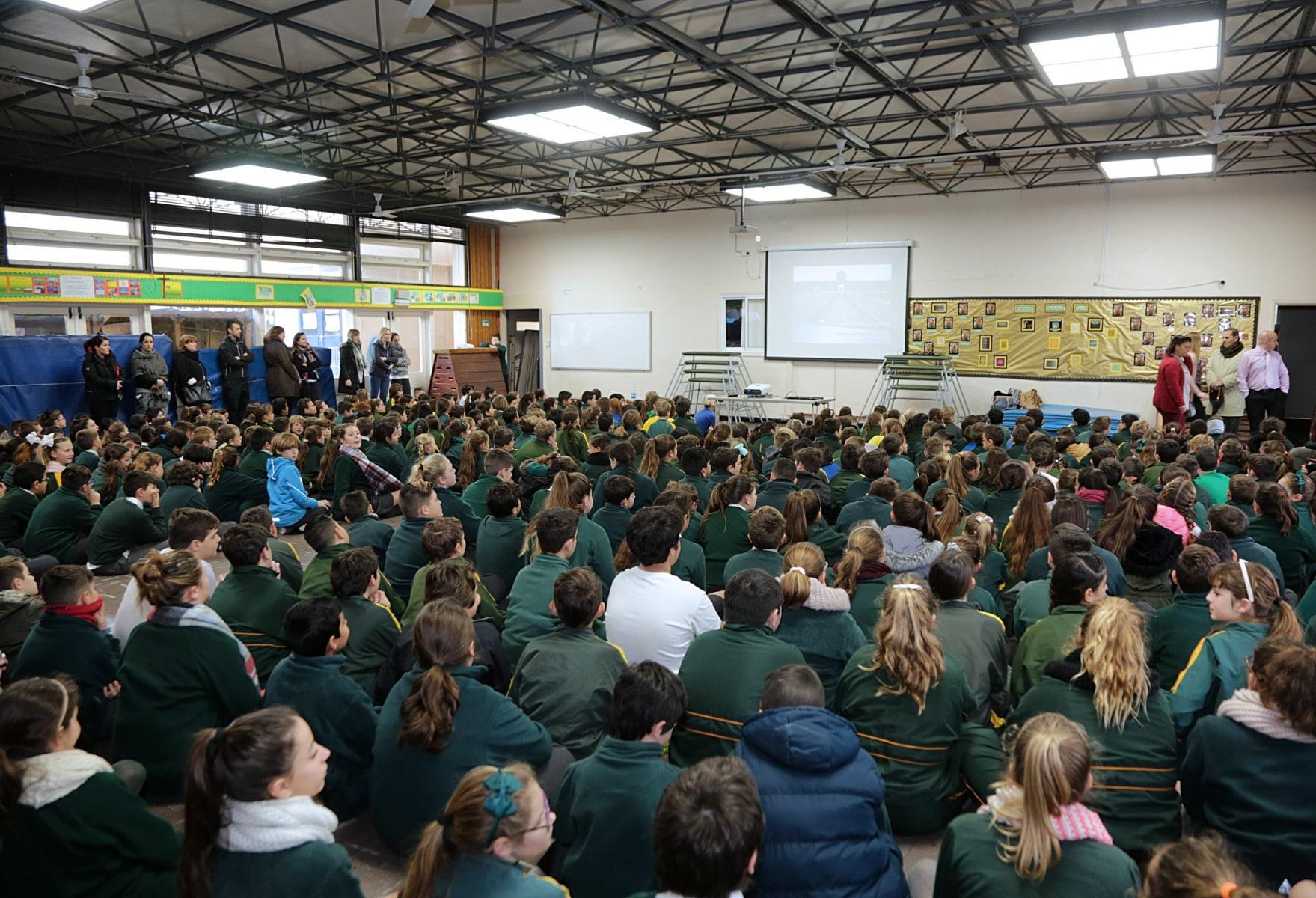 27-ene-17-alumnos-de-la-escuela-obispo-fitzgerald-de-gibraltar-conmemoran-el-holocausto_31742372953_o