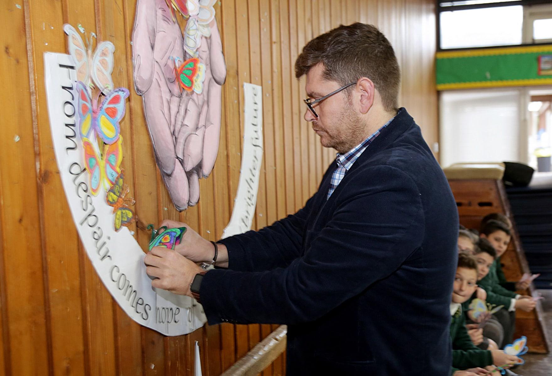 27-ene-17-alumnos-de-la-escuela-obispo-fitzgerald-de-gibraltar-conmemoran-el-holocausto_31742373783_o