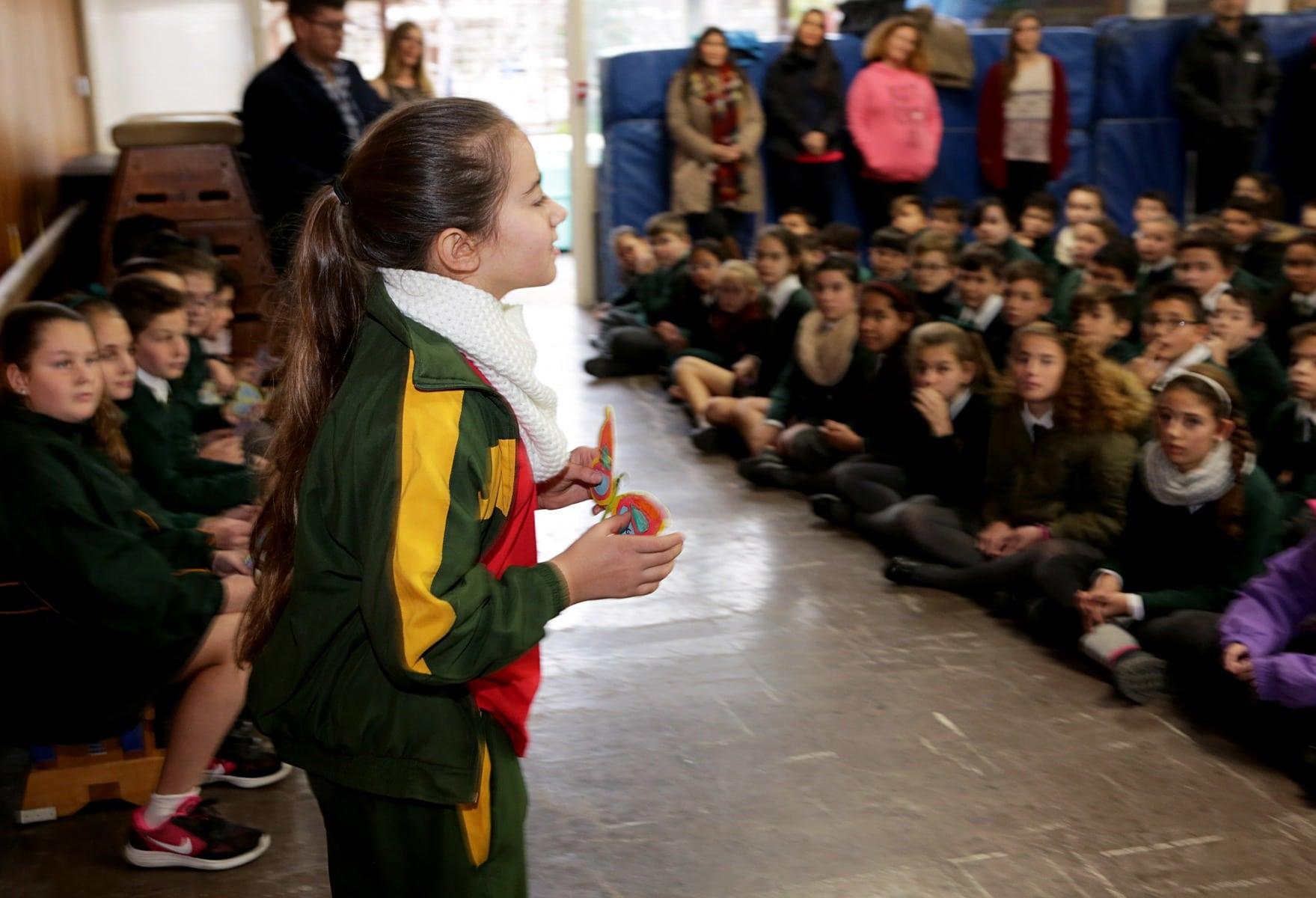 27-ene-17-alumnos-de-la-escuela-obispo-fitzgerald-de-gibraltar-conmemoran-el-holocausto_31742374163_o