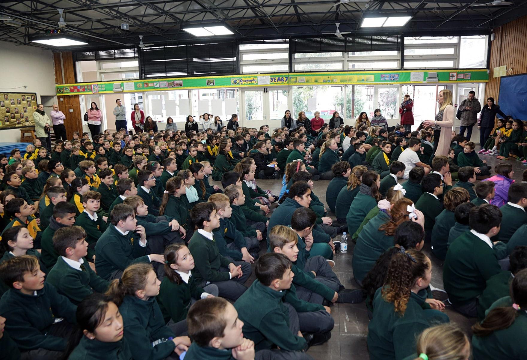 27-ene-17-alumnos-de-la-escuela-obispo-fitzgerald-de-gibraltar-conmemoran-el-holocausto_31742374533_o