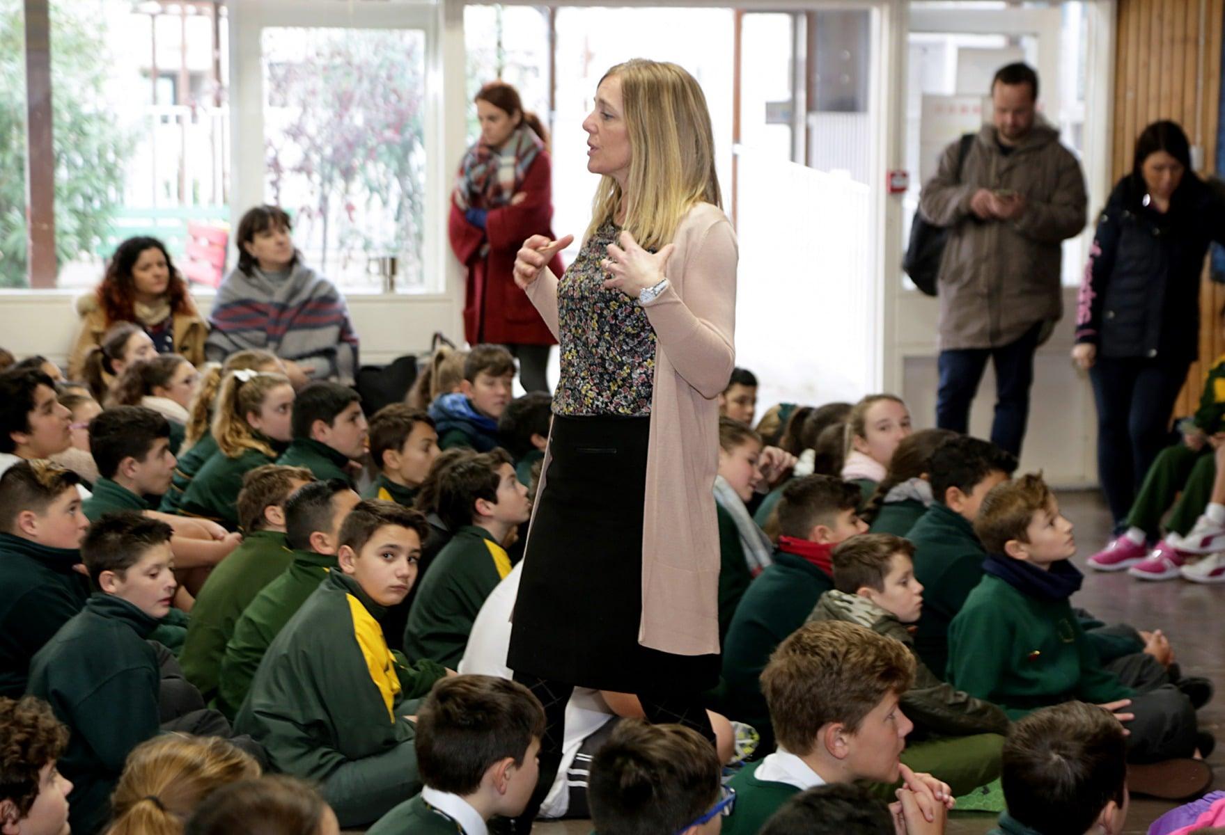 27-ene-17-alumnos-de-la-escuela-obispo-fitzgerald-de-gibraltar-conmemoran-el-holocausto_31742374873_o