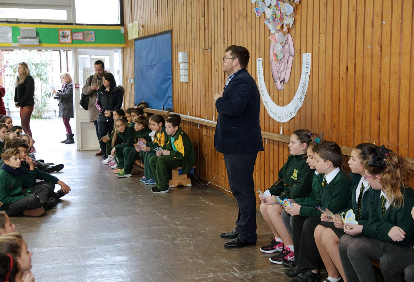 27-ene-17-alumnos-de-la-escuela-obispo-fitzgerald-de-gibraltar-conmemoran-el-holocausto_32554442695_o