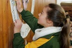 27-ene-17-alumnos-de-la-escuela-obispo-fitzgerald-de-gibraltar-conmemoran-el-holocausto_31742373823_o