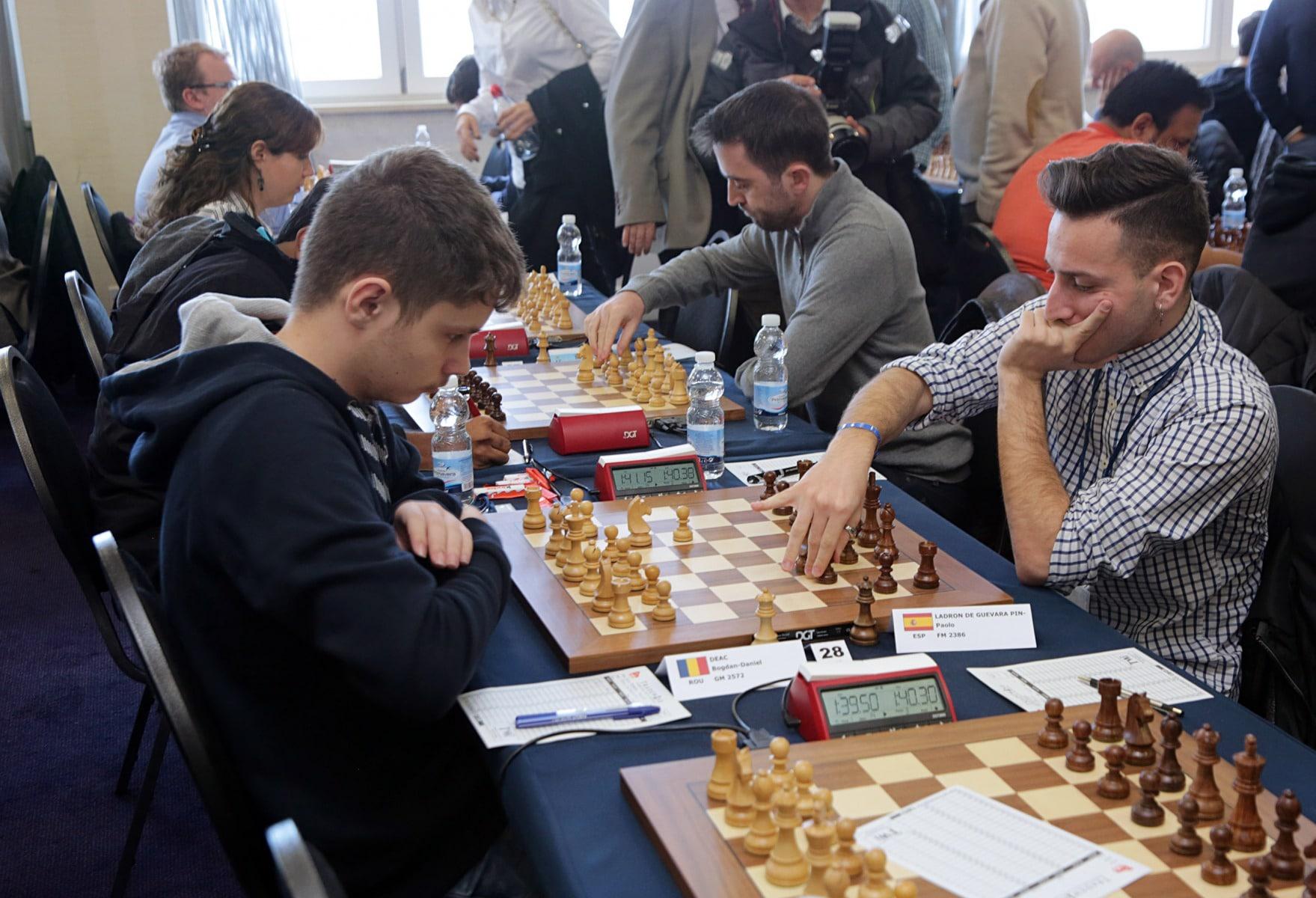 27-ene-17-fabin-picardo-visita-el-open-de-gibraltar-de-ajedrez-14_32513494886_o