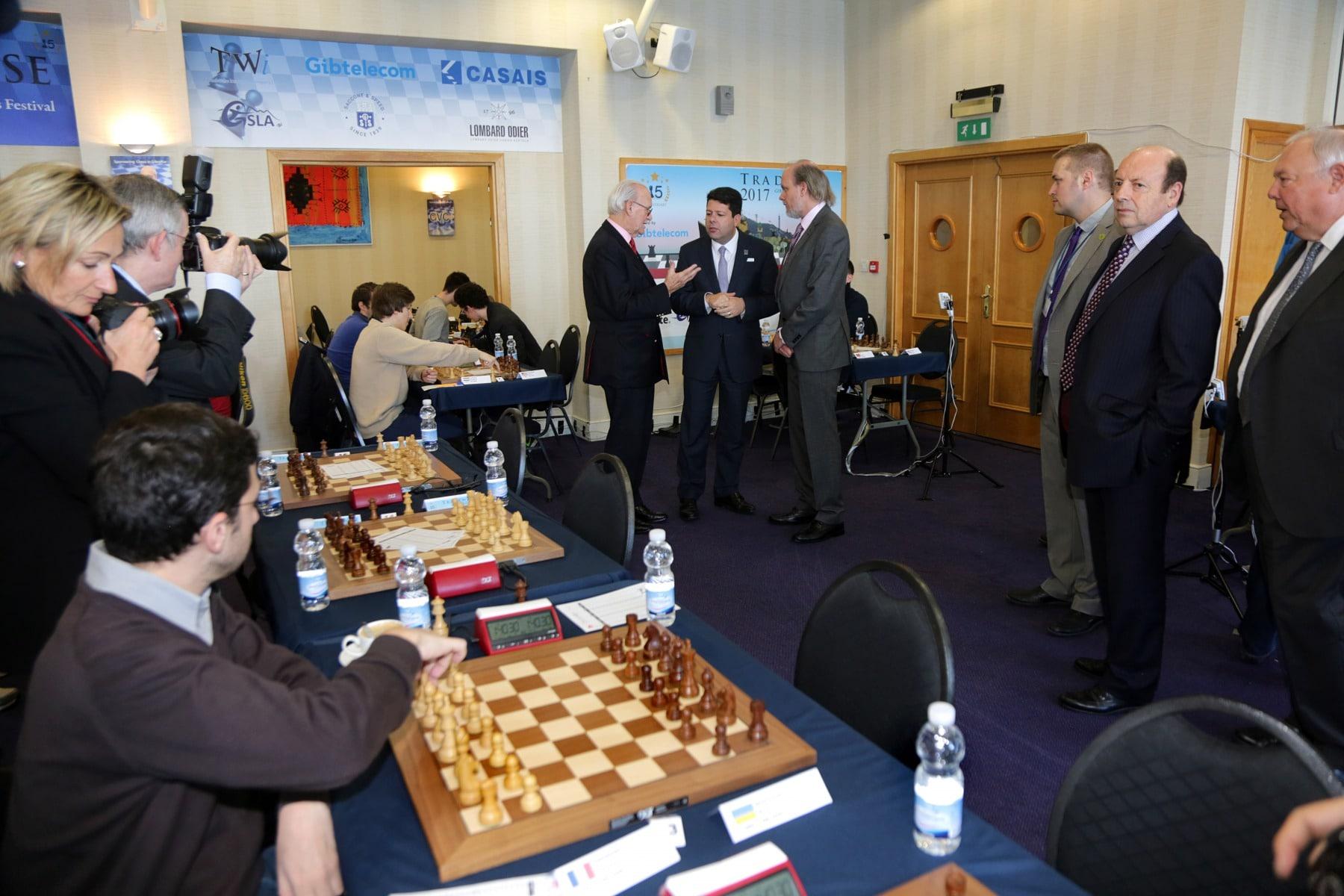 27-ene-17-fabin-picardo-visita-el-open-de-gibraltar-de-ajedrez-28_32513497276_o