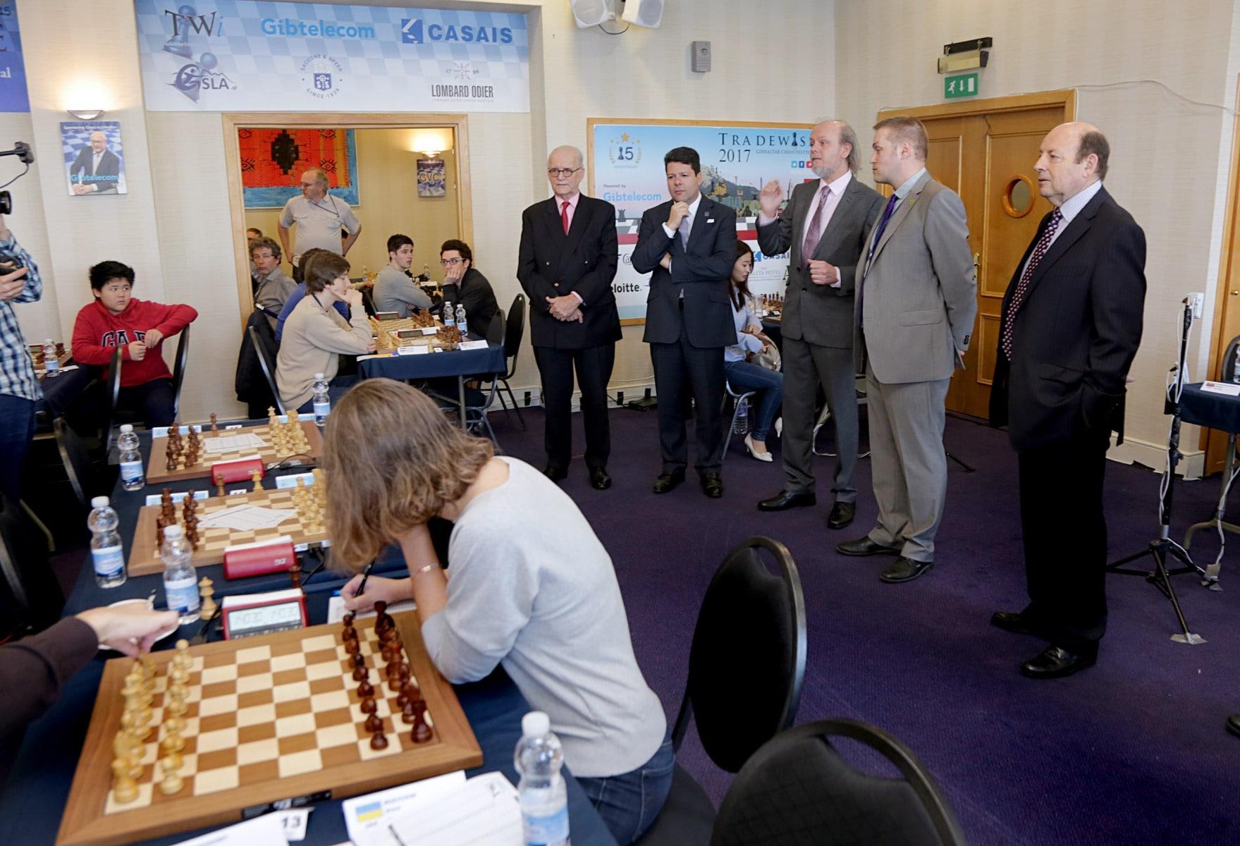 27-ene-17-fabin-picardo-visita-el-open-de-gibraltar-de-ajedrez-3_32401770042_o