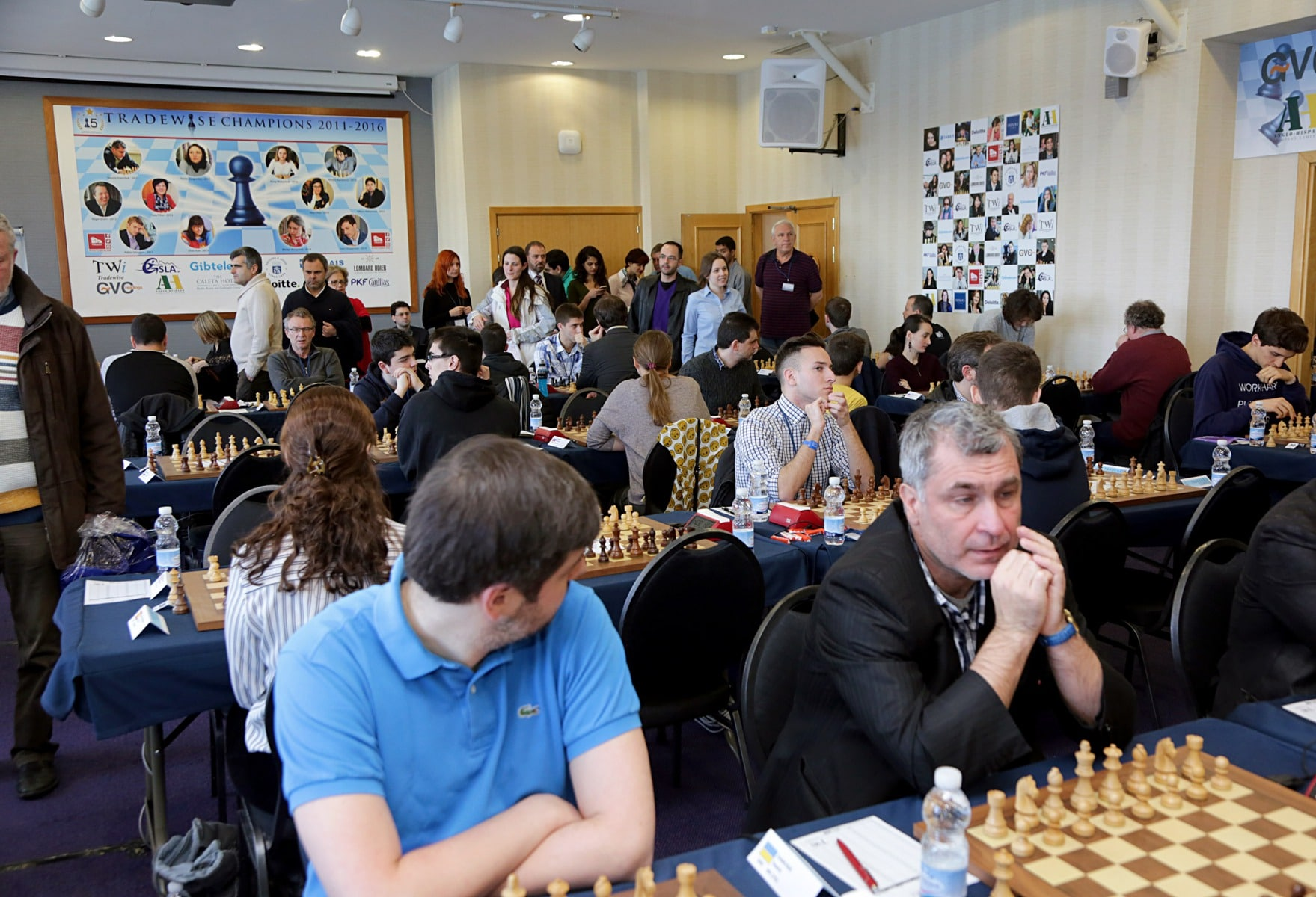 27-ene-17-fabin-picardo-visita-el-open-de-gibraltar-de-ajedrez-4_31710620034_o