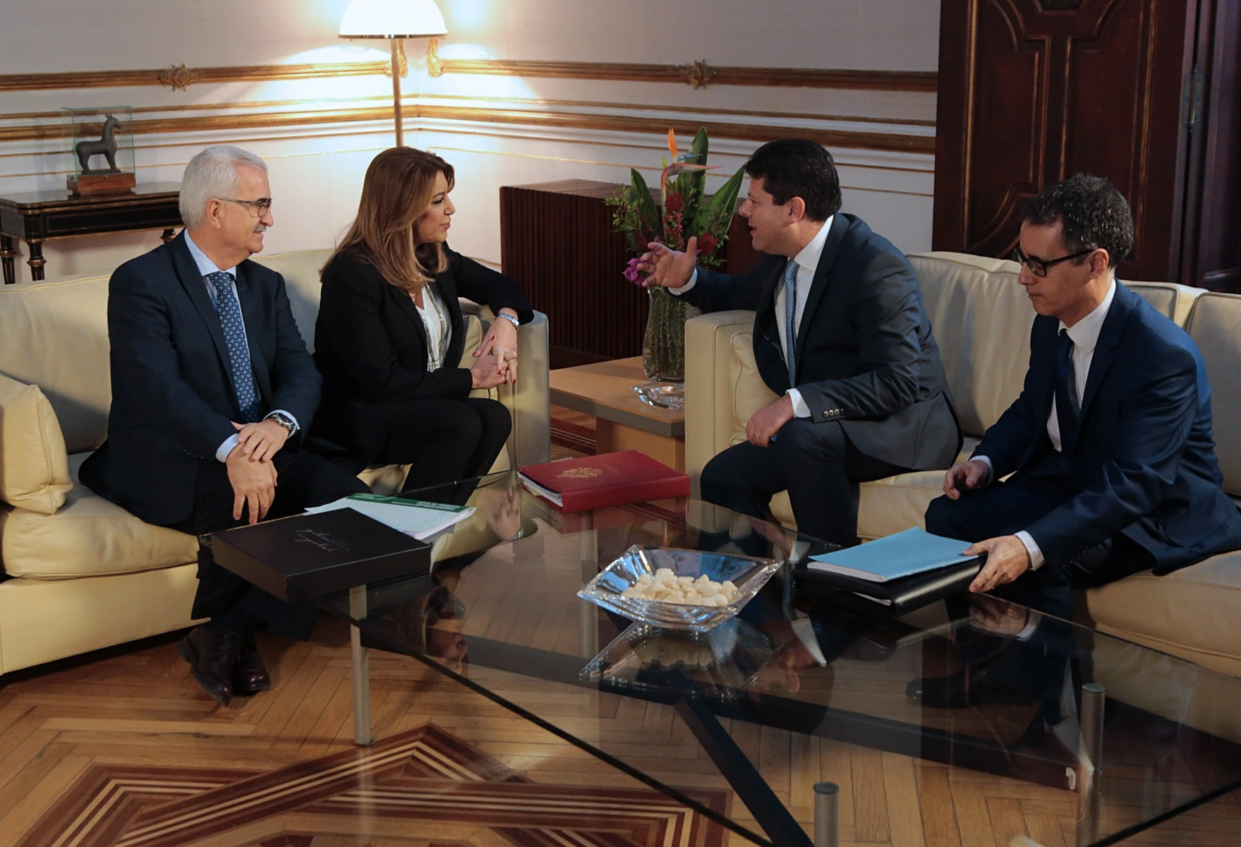reunin-del-ministro-principal-con-susana-daz-en-sevilla_25021138507_o
