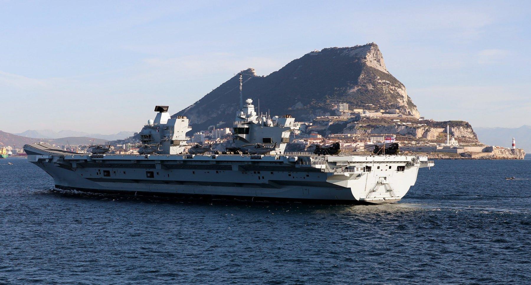 Portaaviones HMS Queen Elizabeth en Gibraltar