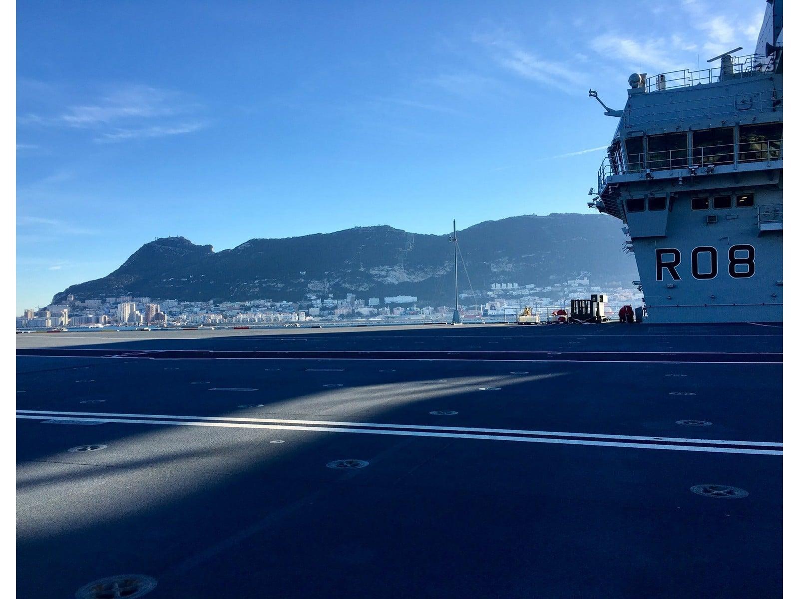 portaaviones-hms-queen-elizabeth-a-su-llegada-a-gibraltar_26293510508_o