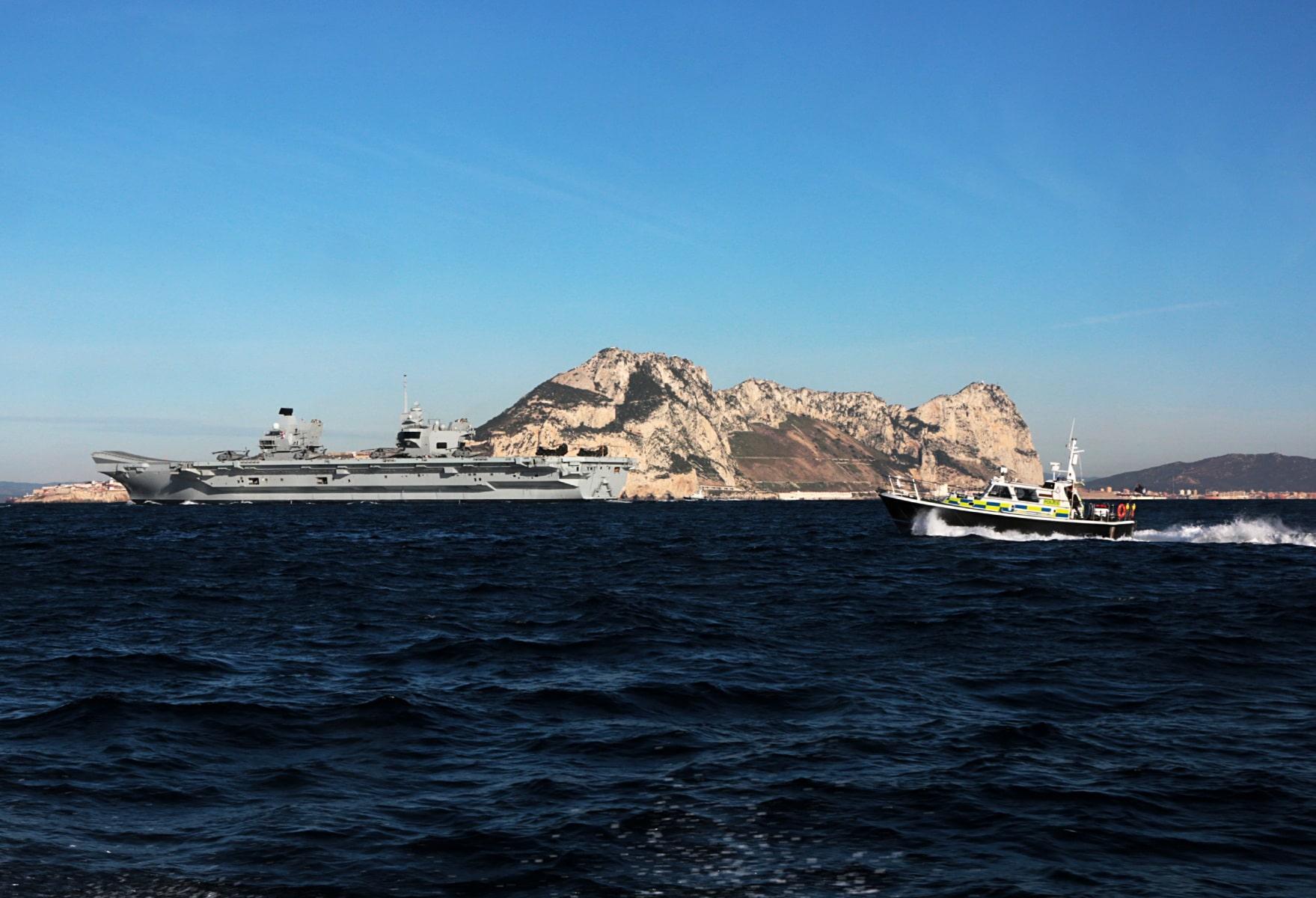 portaaviones-hms-queen-elizabeth-llegando-a-gibraltar-imagen-tomada-desde-uno-de-los-buques-de-apoyo-via-royal-navy-16_40133901972_o
