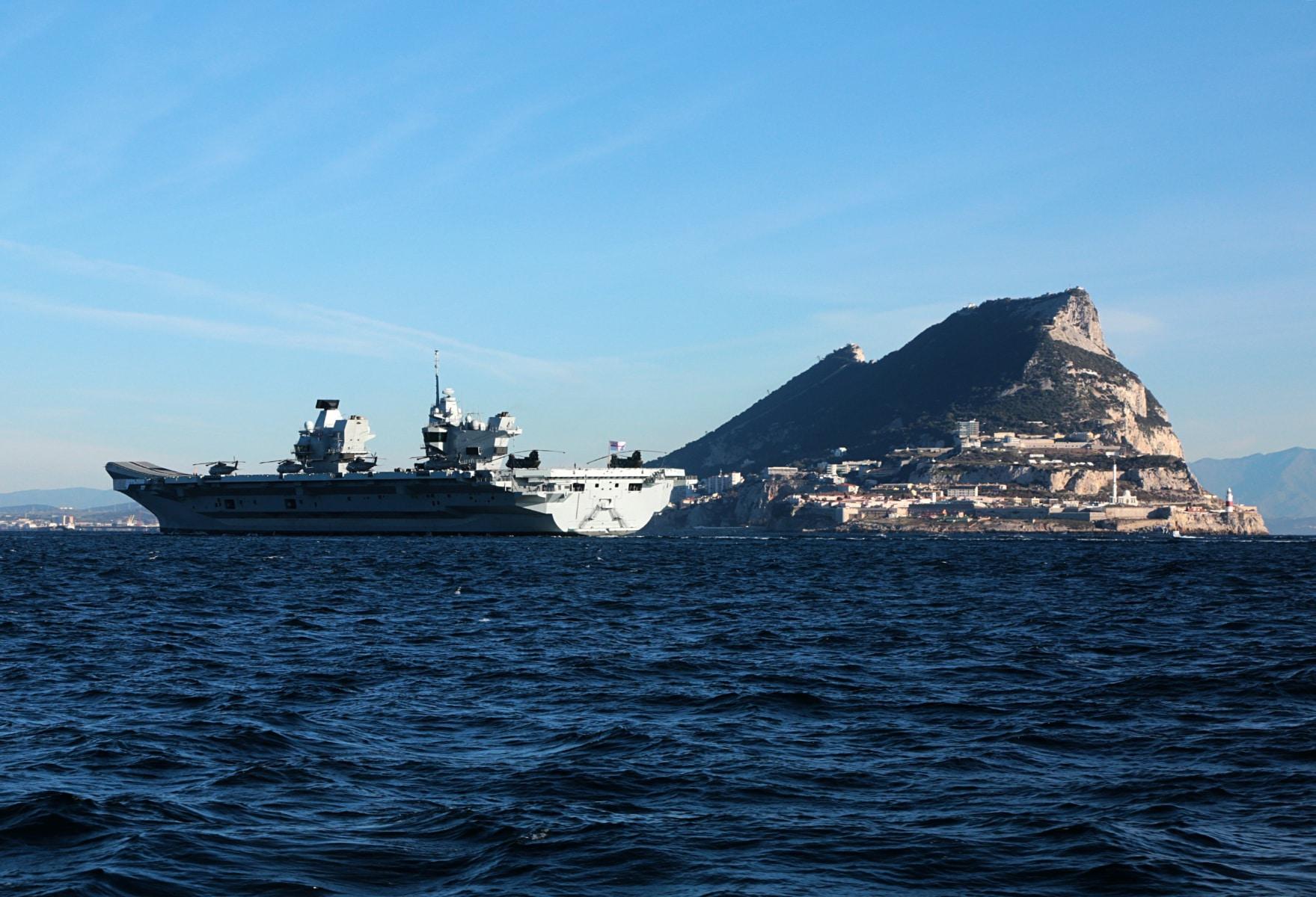 portaaviones-hms-queen-elizabeth-llegando-a-gibraltar-imagen-tomada-desde-uno-de-los-buques-de-apoyo-via-royal-navy-21_26293510388_o