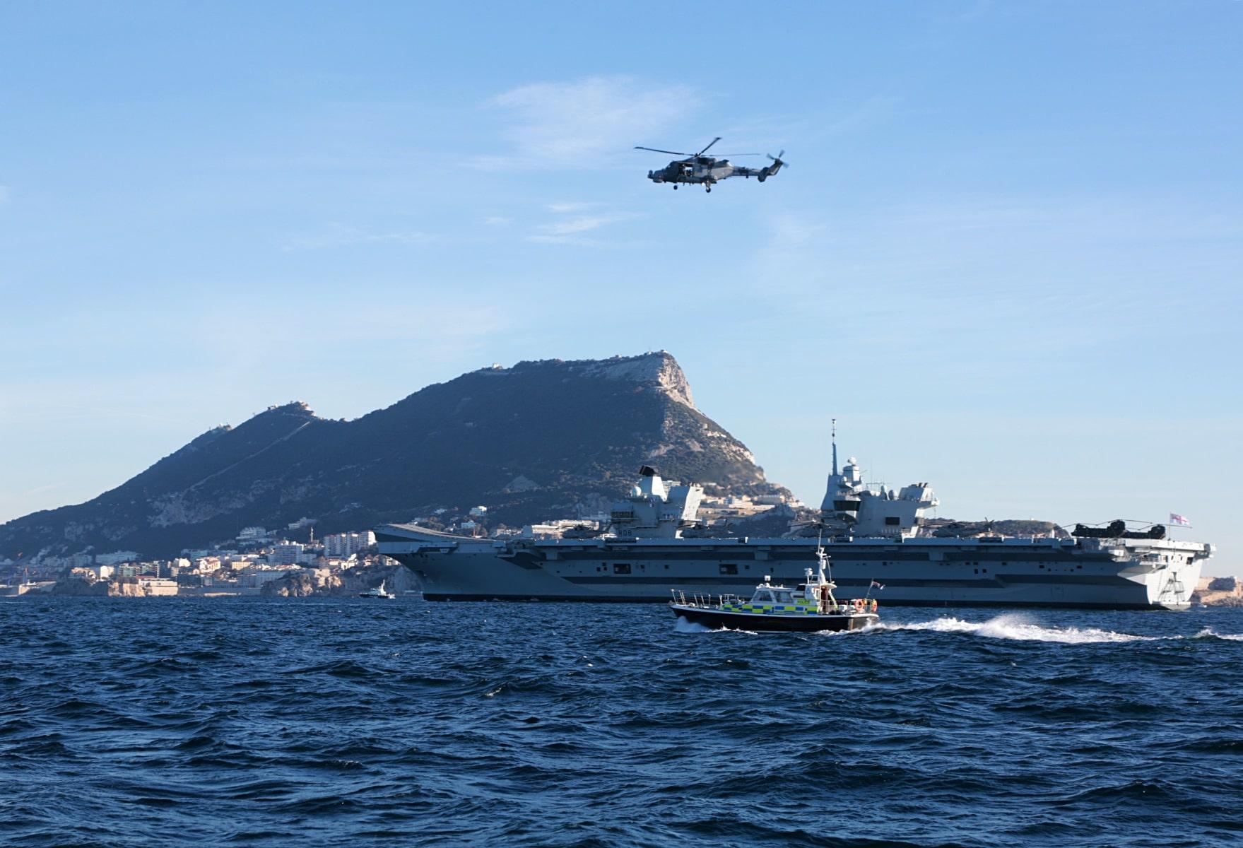 portaaviones-hms-queen-elizabeth-llegando-a-gibraltar-imagen-tomada-desde-uno-de-los-buques-de-apoyo-via-royal-navy-23_39267701665_o
