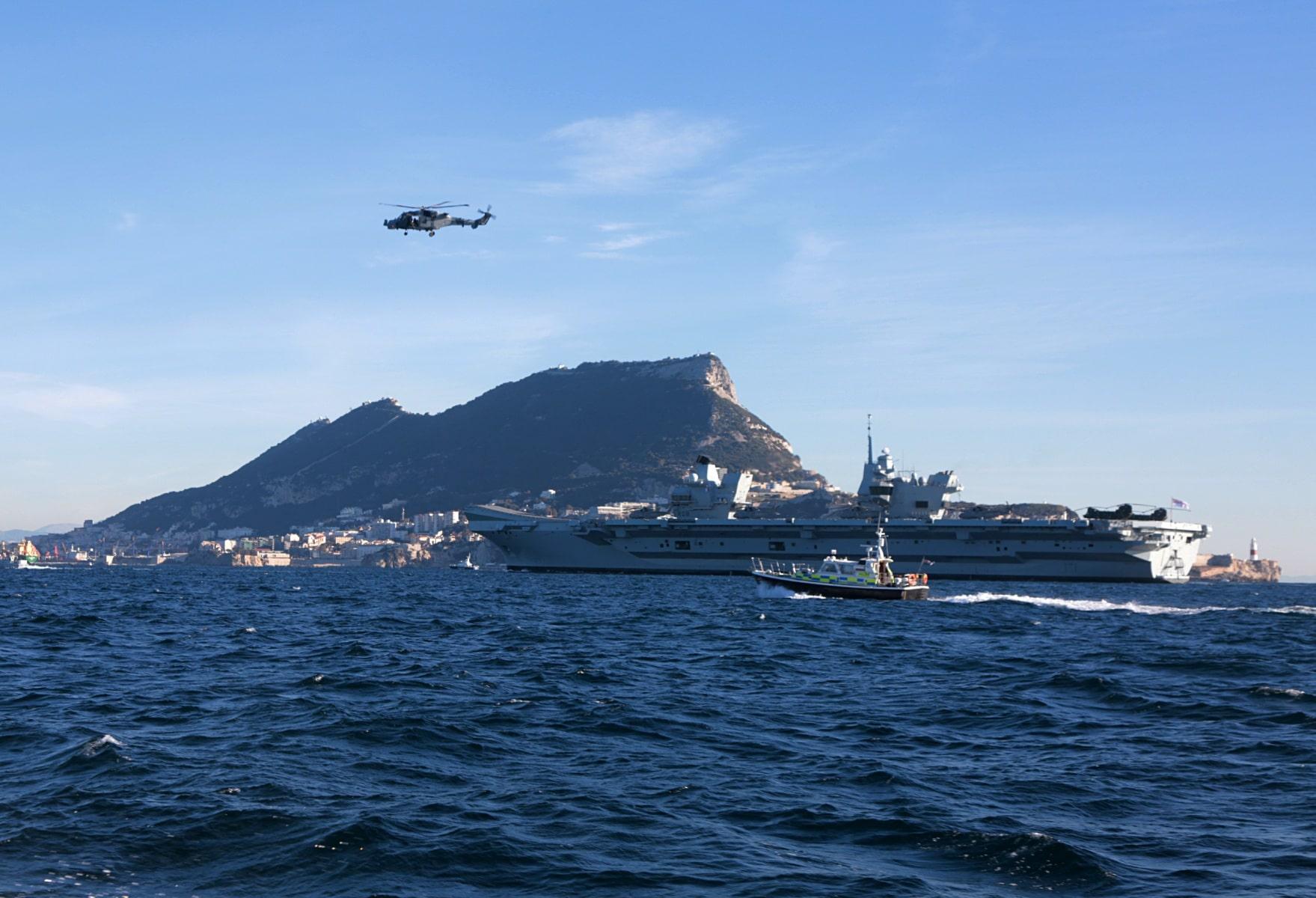 portaaviones-hms-queen-elizabeth-llegando-a-gibraltar-imagen-tomada-desde-uno-de-los-buques-de-apoyo-via-royal-navy-24_39267701115_o