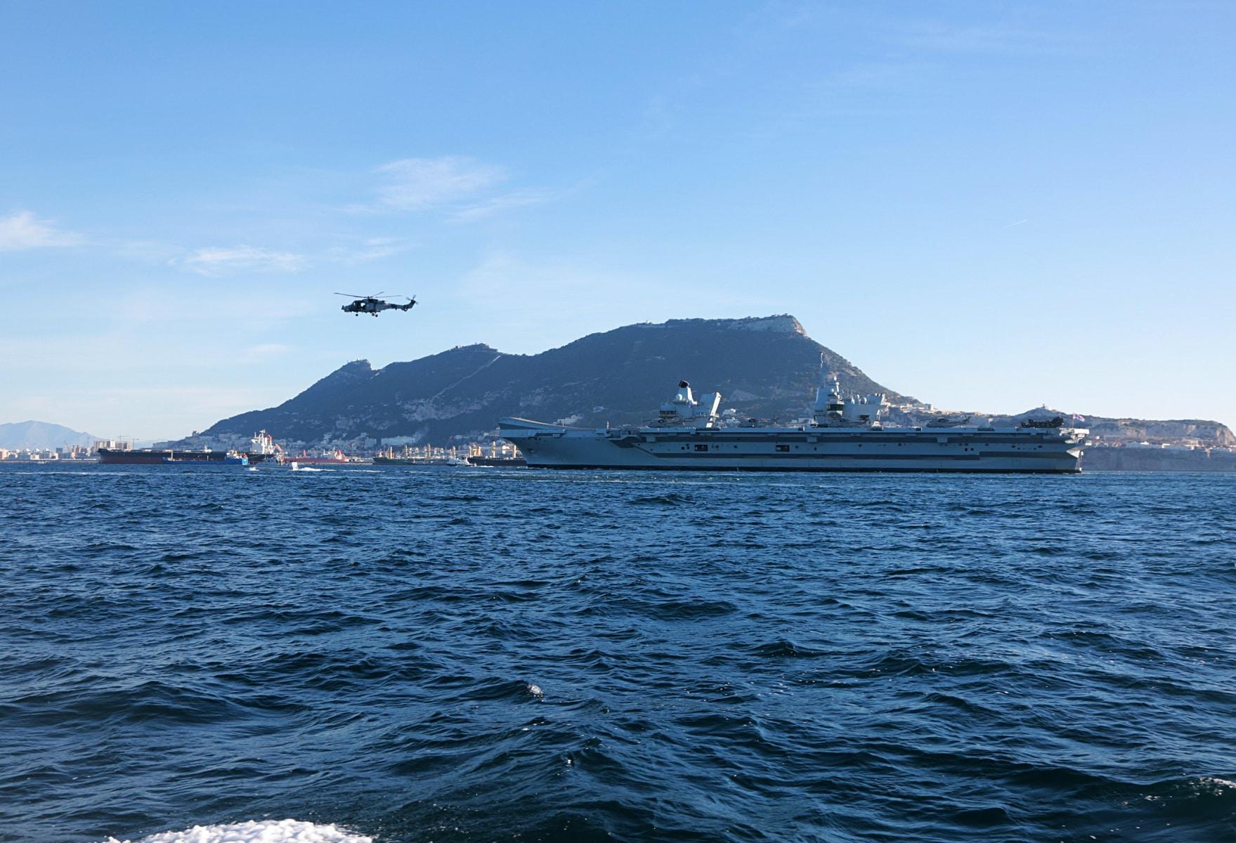 portaaviones-hms-queen-elizabeth-llegando-a-gibraltar-imagen-tomada-desde-uno-de-los-buques-de-apoyo-via-royal-navy-25_40133915122_o
