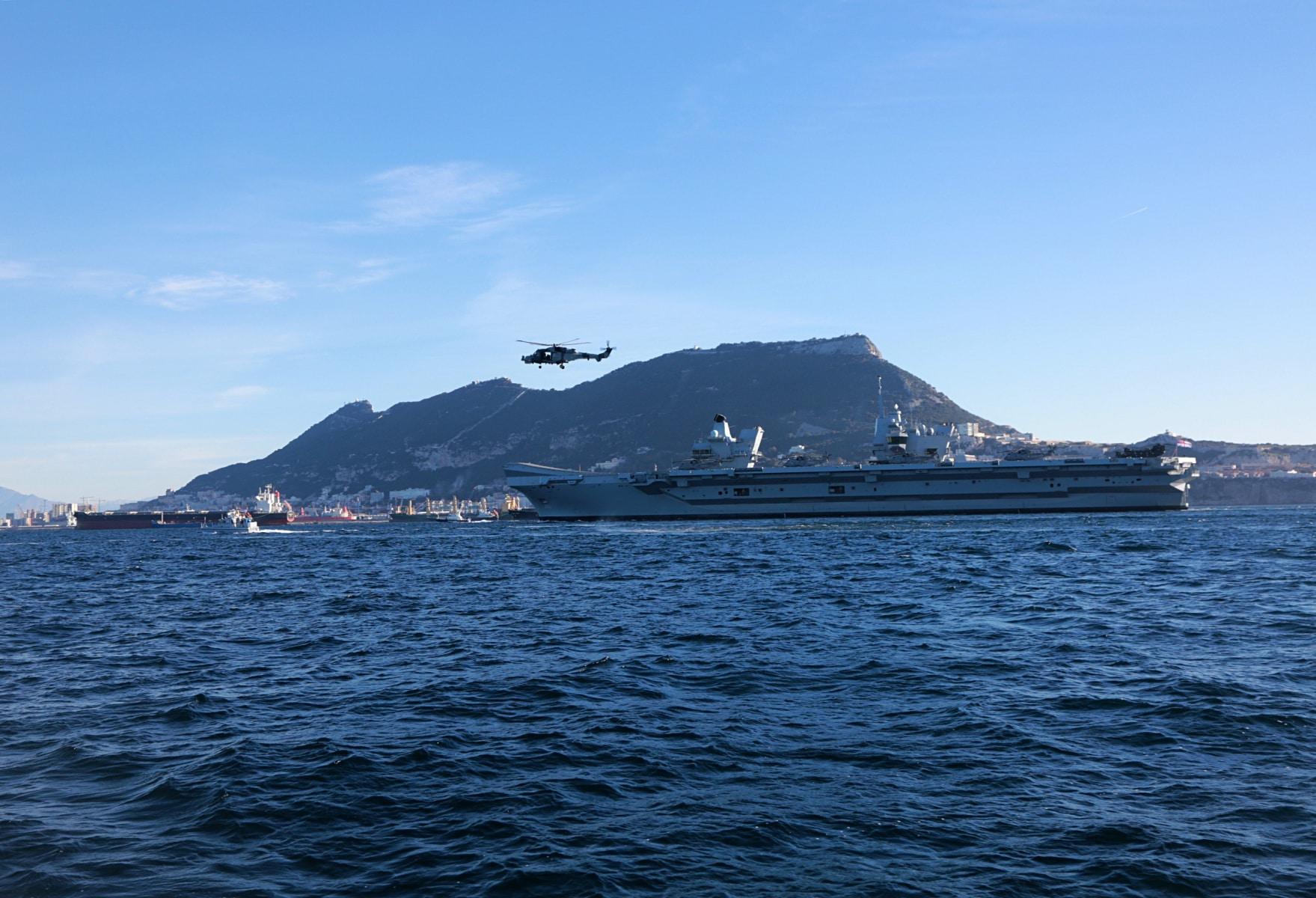 portaaviones-hms-queen-elizabeth-llegando-a-gibraltar-imagen-tomada-desde-uno-de-los-buques-de-apoyo-via-royal-navy-26_28386233849_o