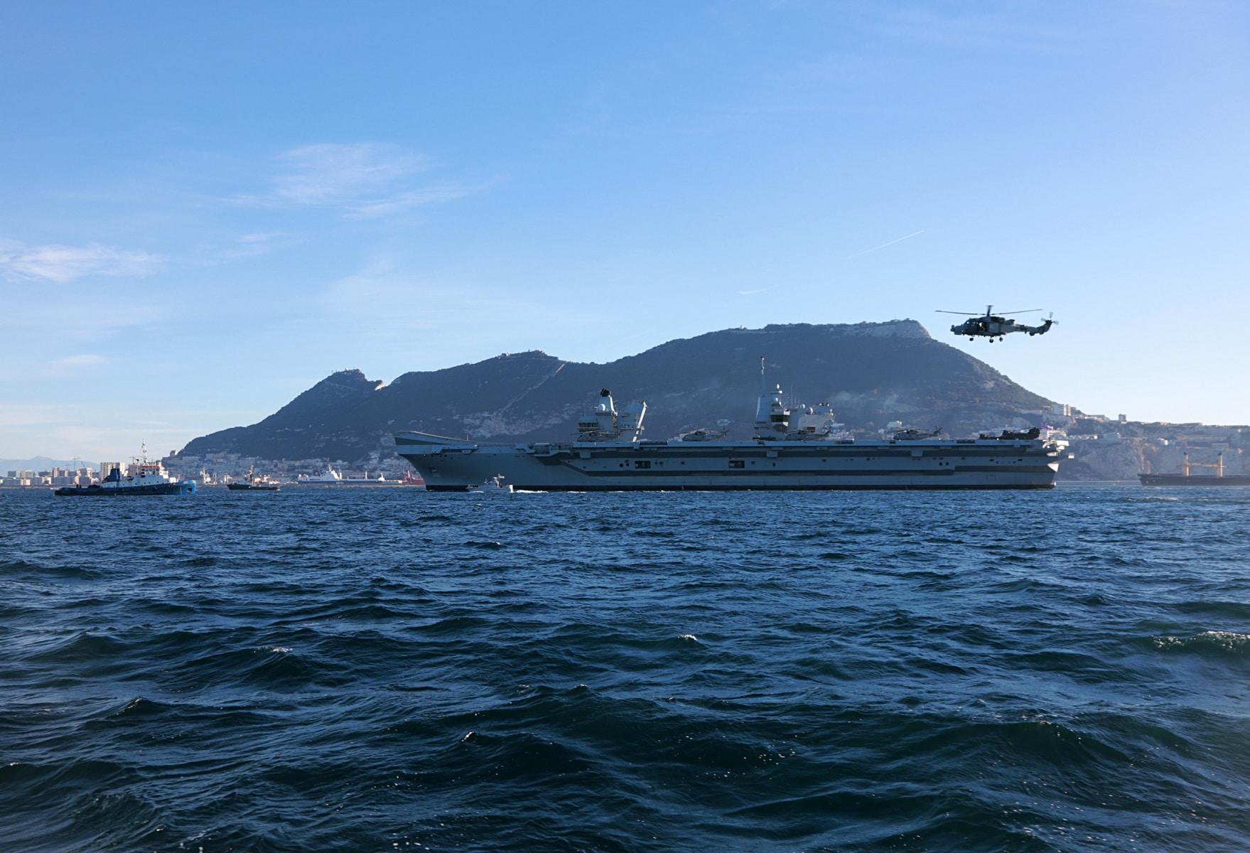 portaaviones-hms-queen-elizabeth-llegando-a-gibraltar-imagen-tomada-desde-uno-de-los-buques-de-apoyo-via-royal-navy-27_40133913952_o