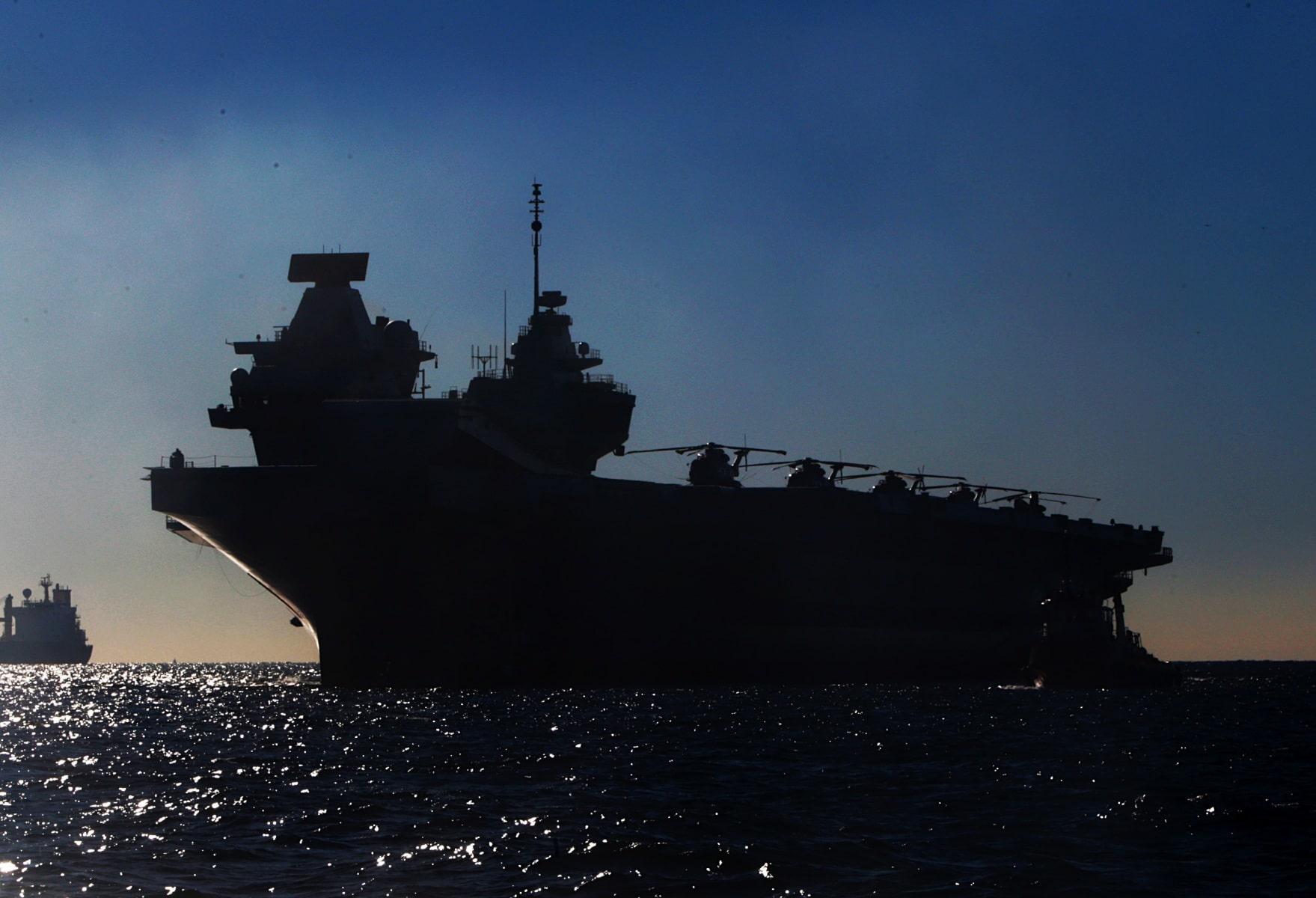 portaaviones-hms-queen-elizabeth-llegando-a-gibraltar-imagen-tomada-desde-uno-de-los-buques-de-apoyo-via-royal-navy-33_40133910282_o