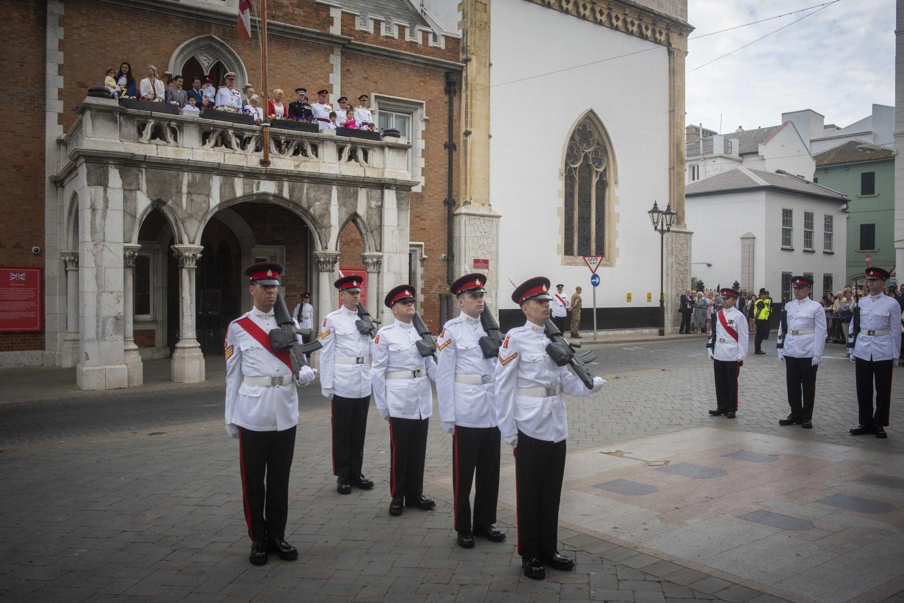 cambio-de-guardia-en-gibraltar-por-boda-real_40402219940_o