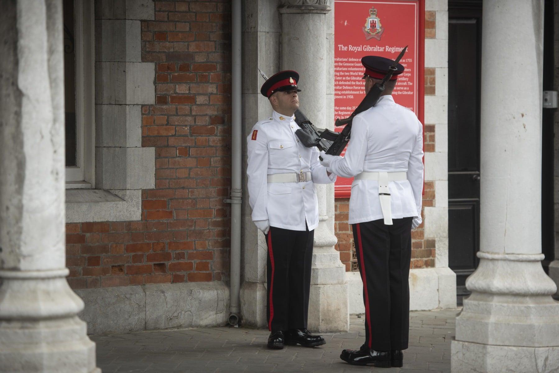 cambio-de-guardia-en-gibraltar-por-boda-real_42163382082_o
