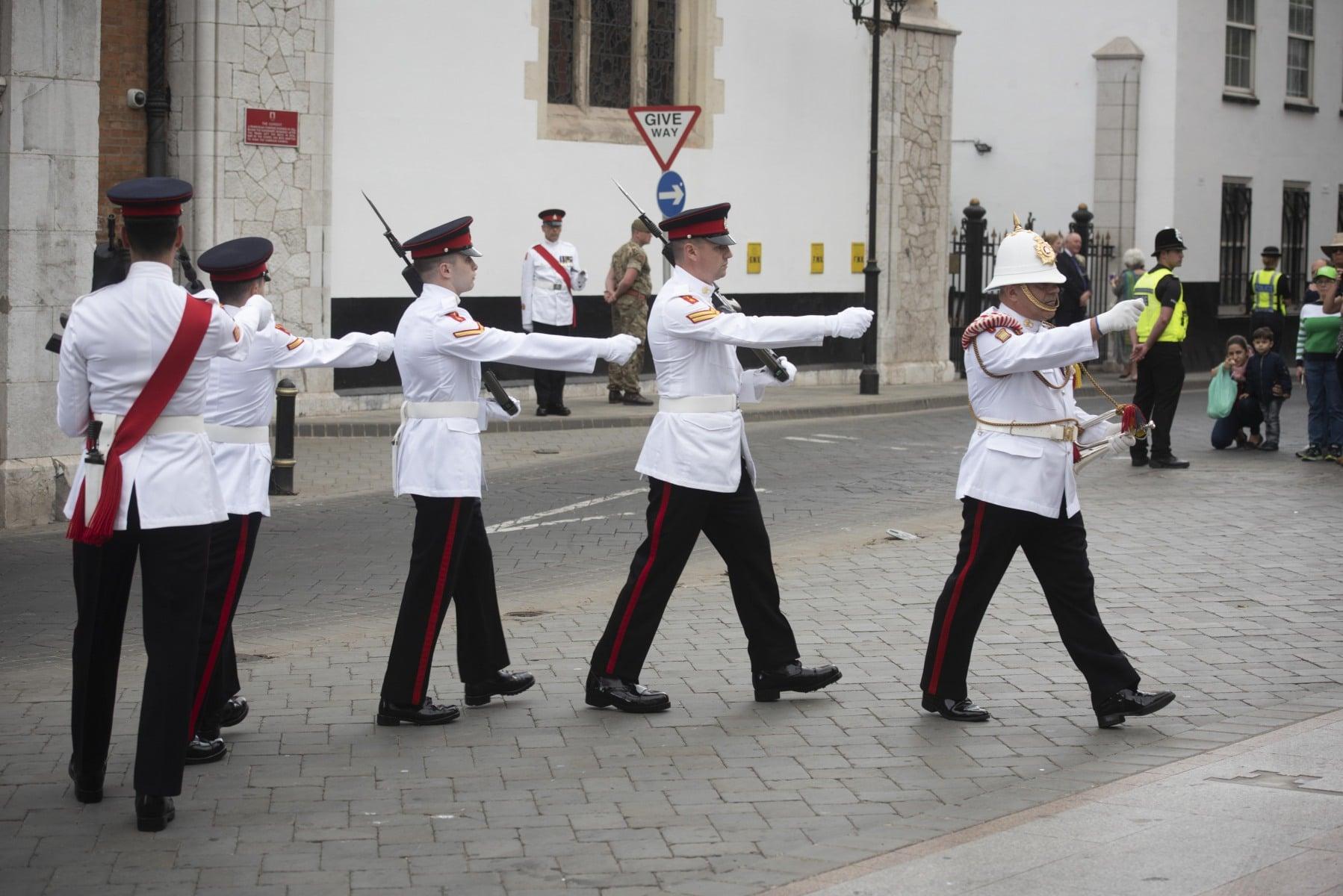 cambio-de-guardia-en-gibraltar-por-boda-real_42163382532_o