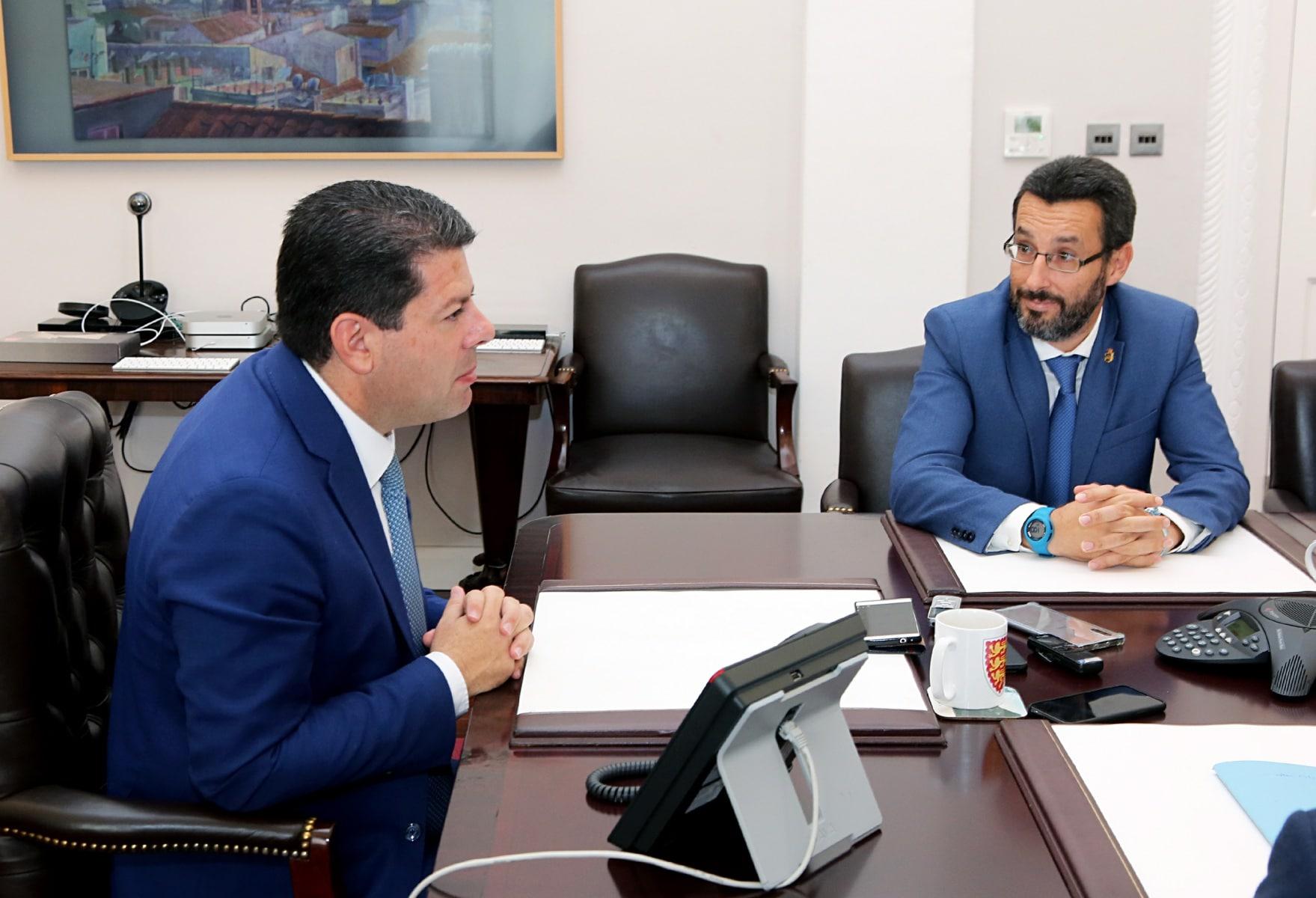 visita-del-alcalde-de-la-lnea-al-ministro-principal-de-gibraltar_48954055213_o